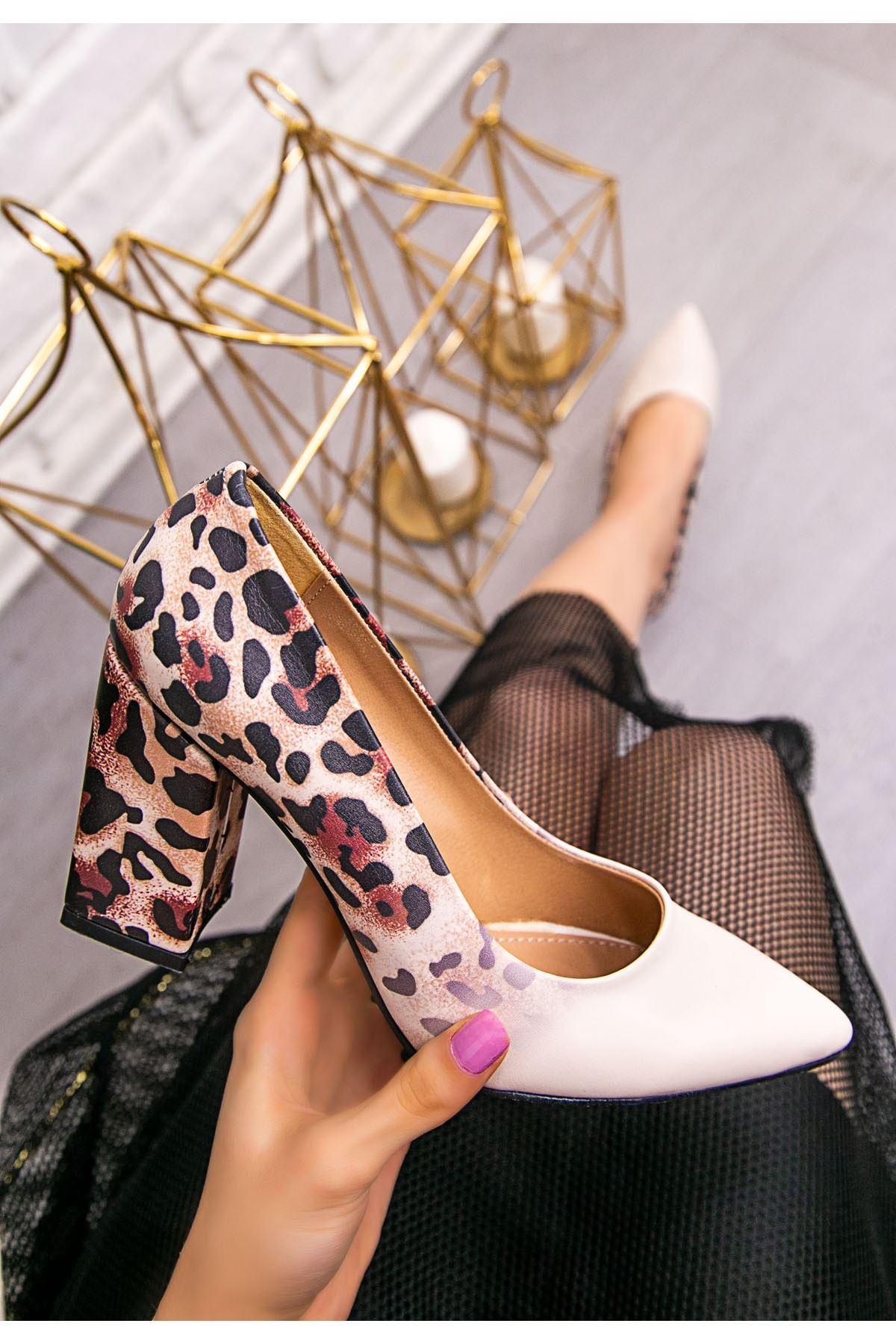 Sest Krem Cilt Leopar Detaylı Topuklu Ayakkabı