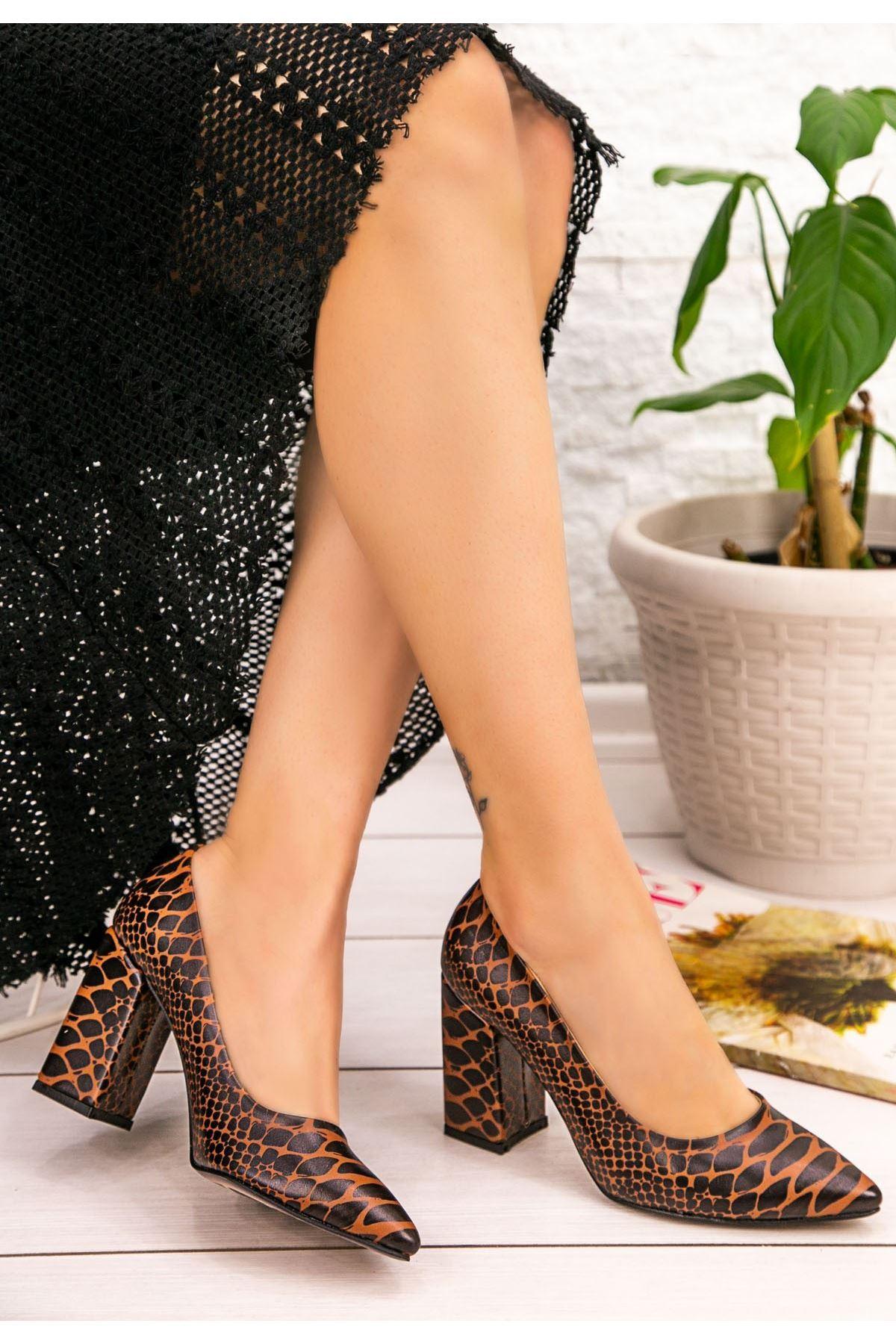 Sest Kahverengi Cilt Yılan Detaylı Topuklu Ayakkabı