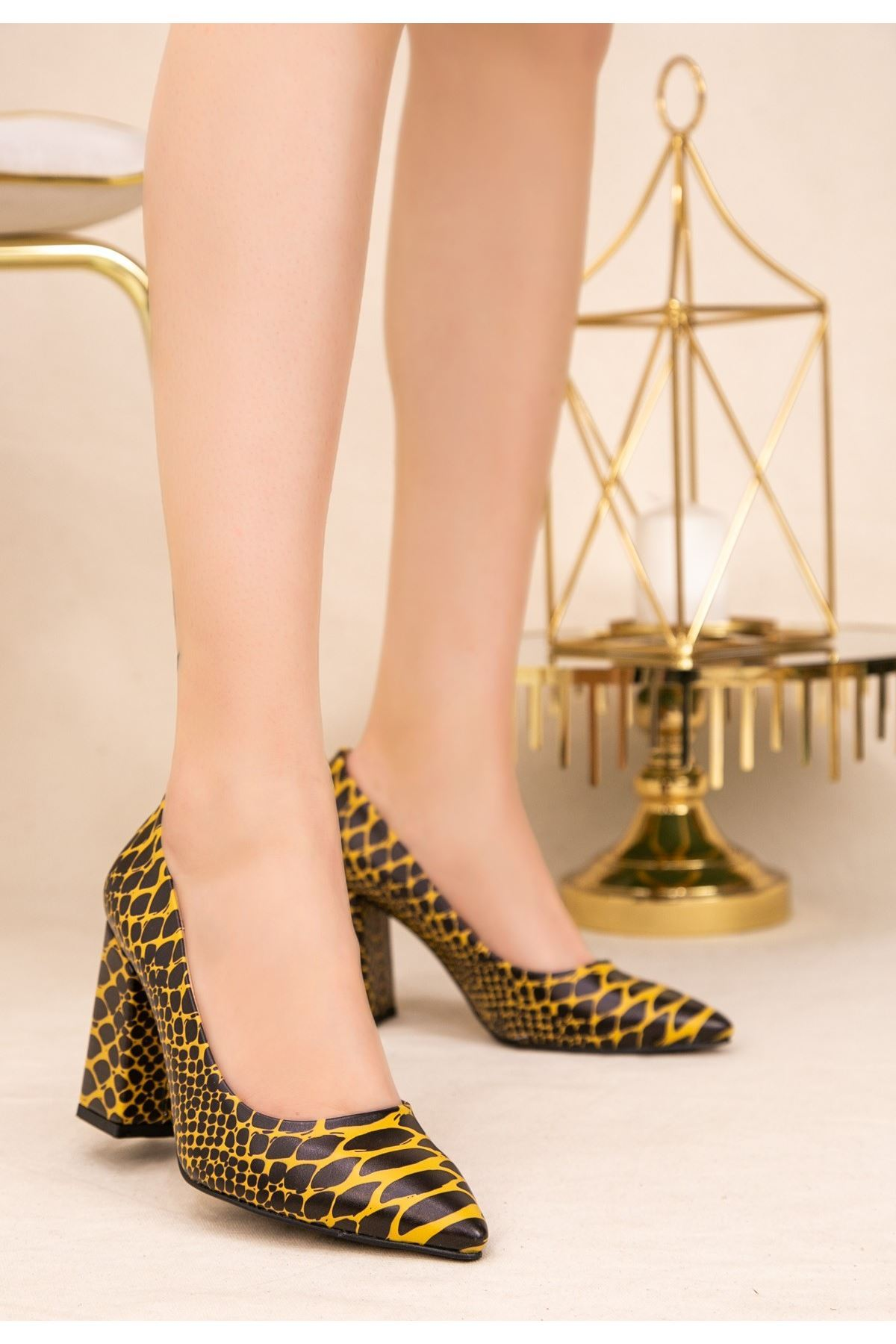 Sest Sarı Cilt Yılan Detaylı Topuklu Ayakkabı
