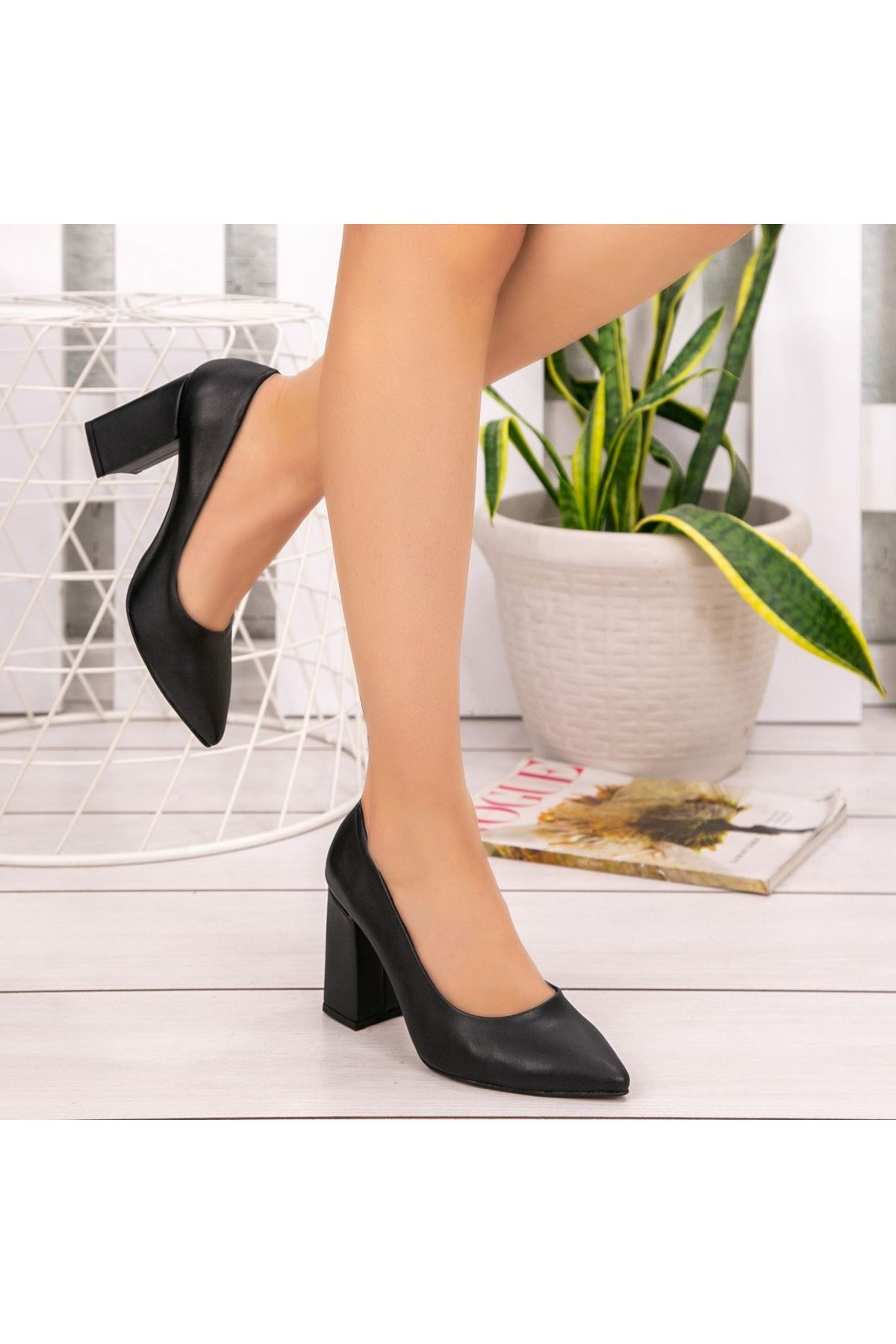 Sest Siyah Cilt Topuklu Ayakkabı