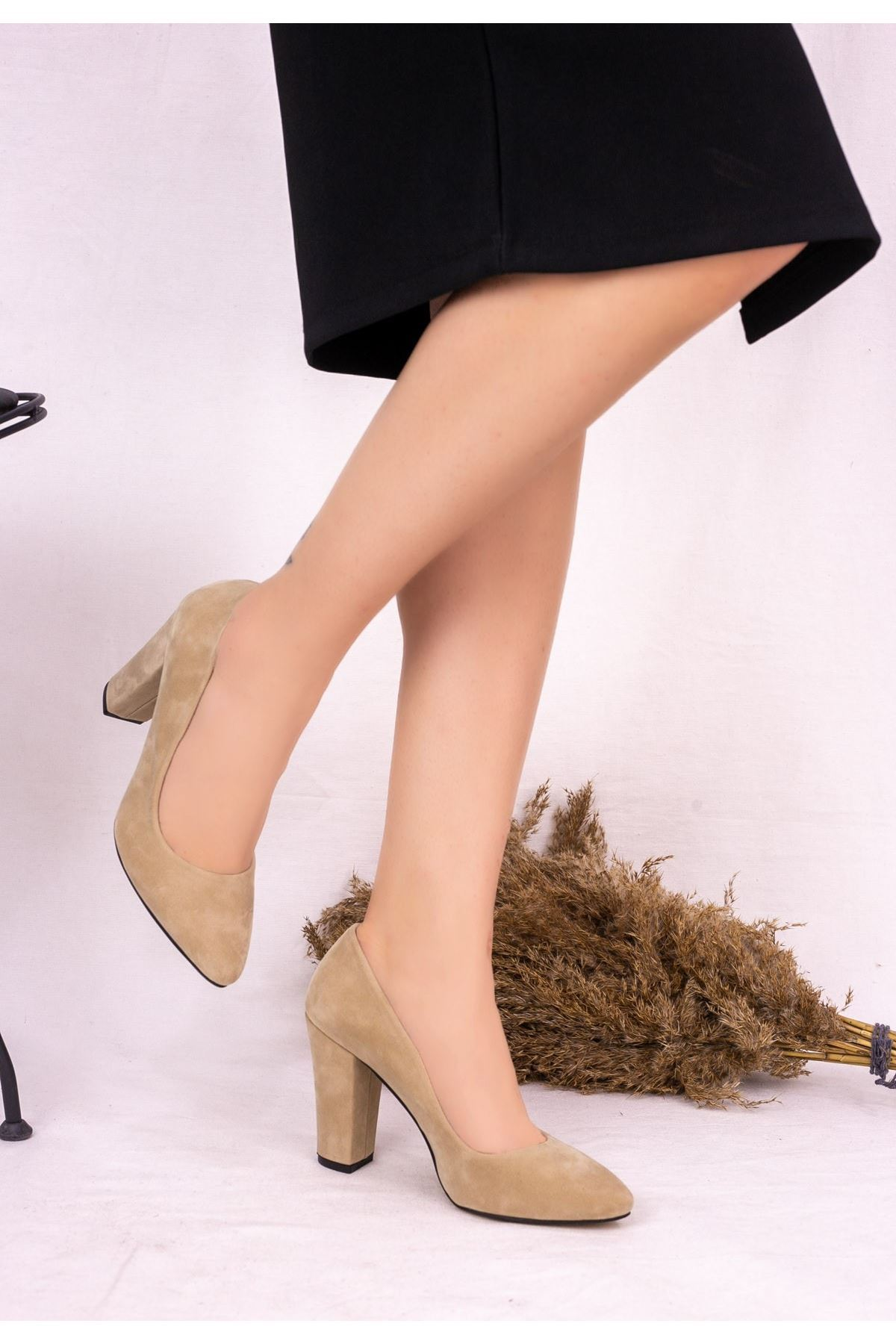 Edri Krem Süet Topuklu Ayakkabı