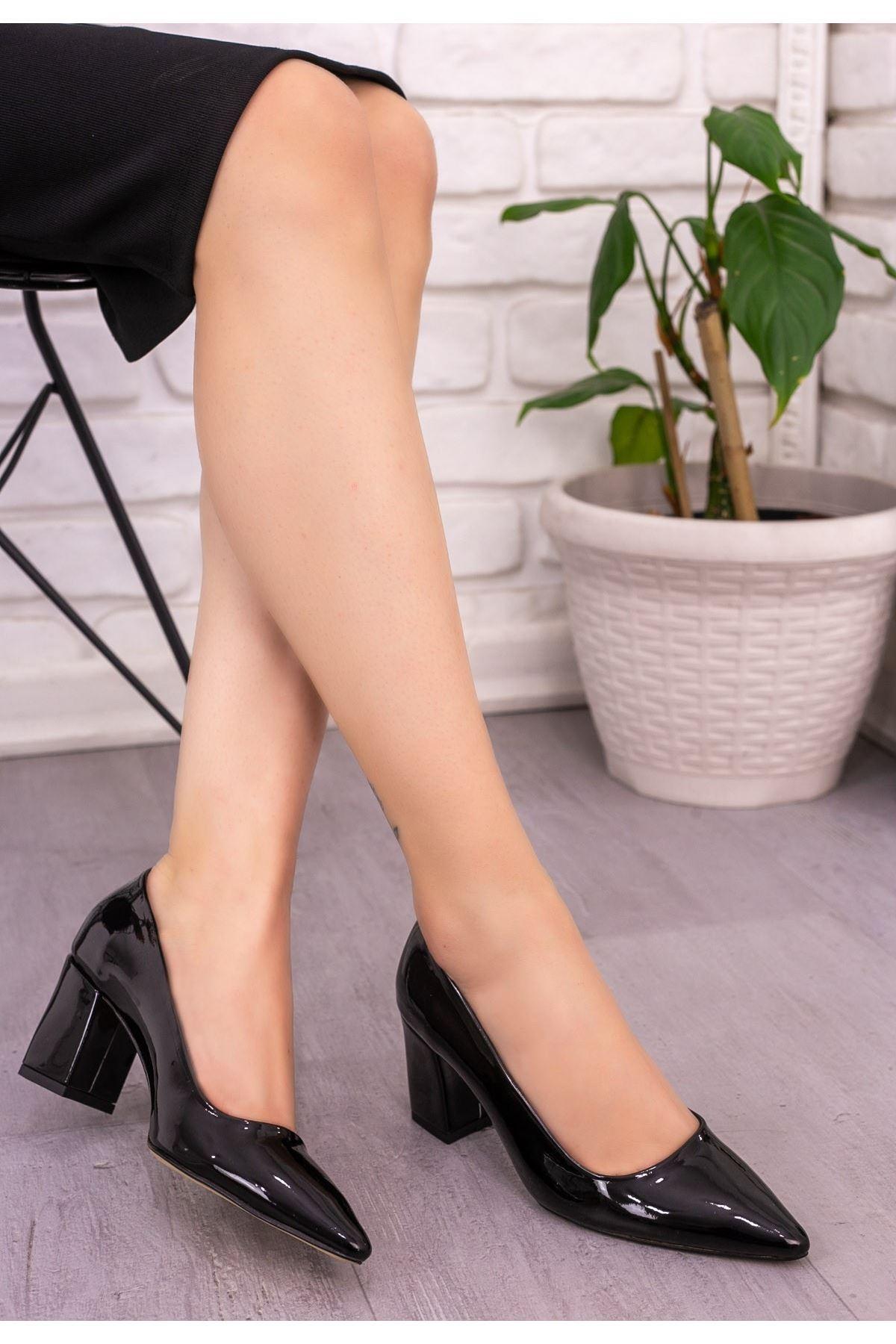 Ejo Siyah Rugan Topuklu Ayakkabı