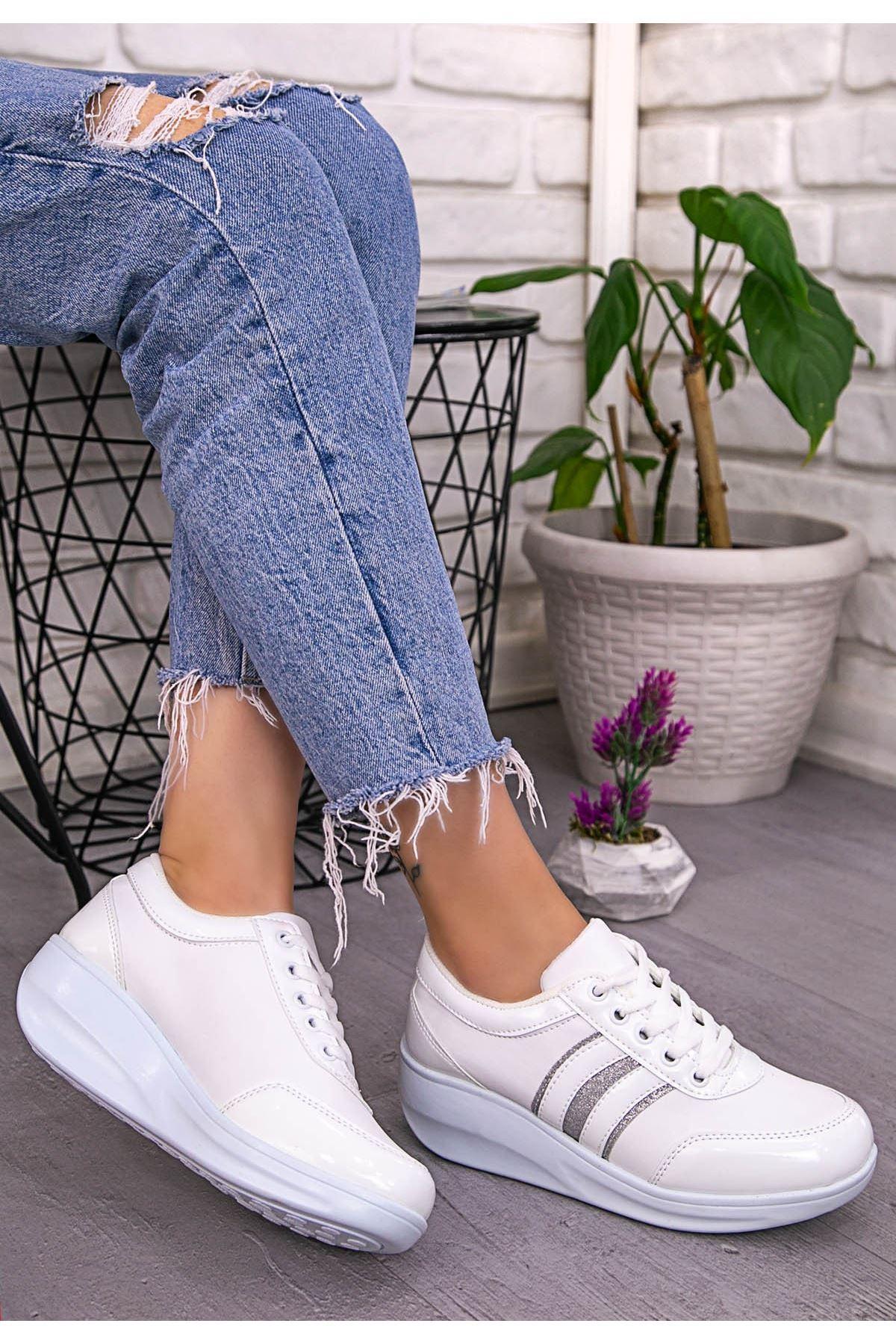 Tinos Beyaz Rugan Bağcıklı Spor Ayakkabı