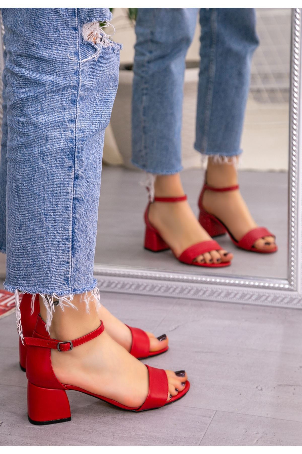 Epon Kırmız Cilt Tek Bant Topuklu Ayakkabı