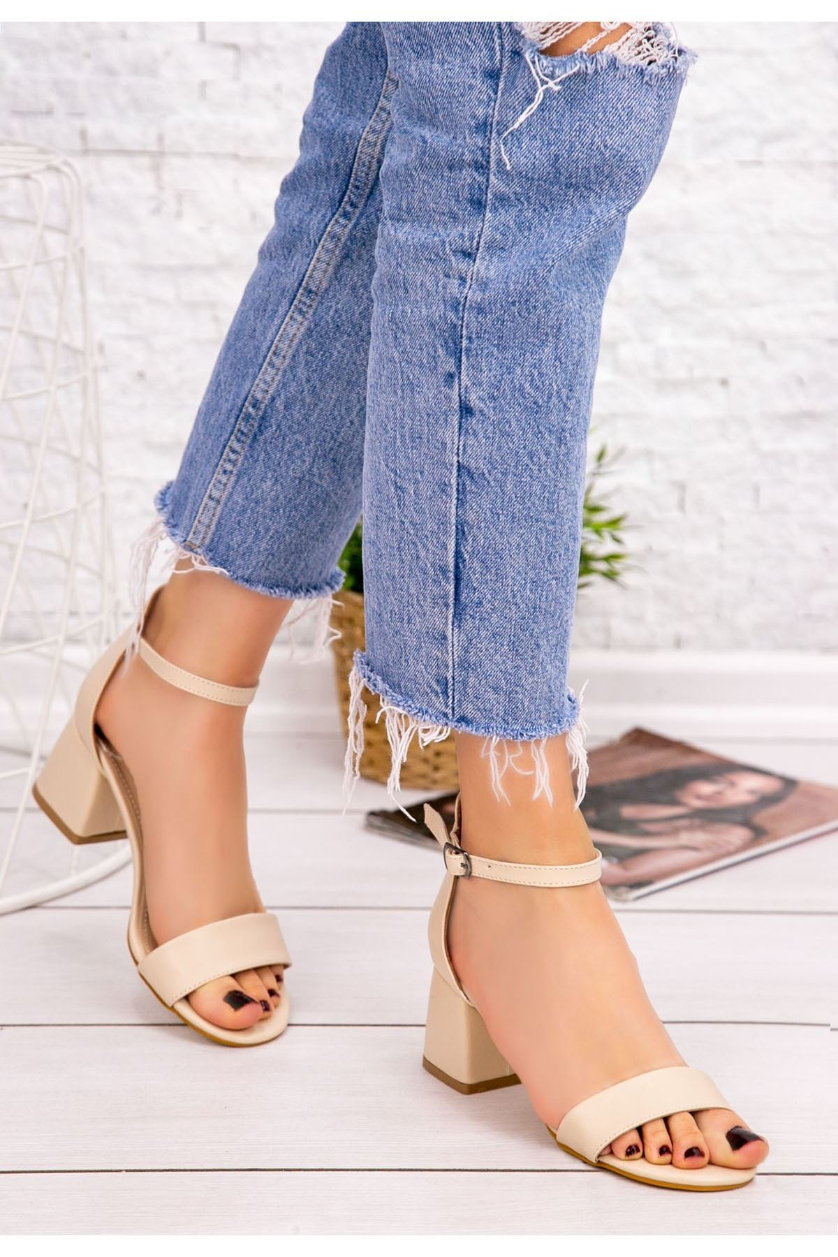 Epon Krem Cilt Tek Bant Topuklu Ayakkabı
