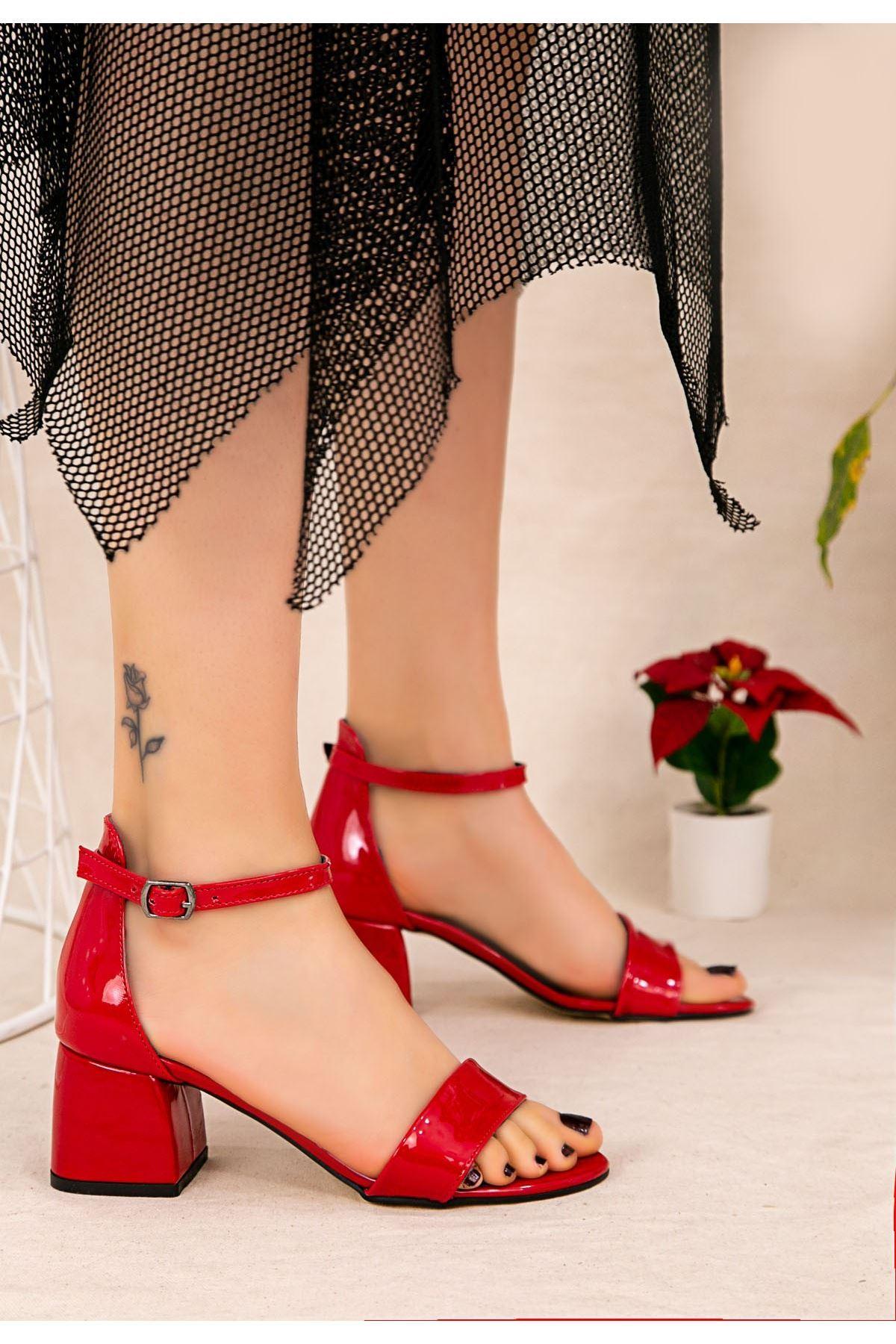 Epon Kırmız Rugan Tek Bant Topuklu Ayakkabı