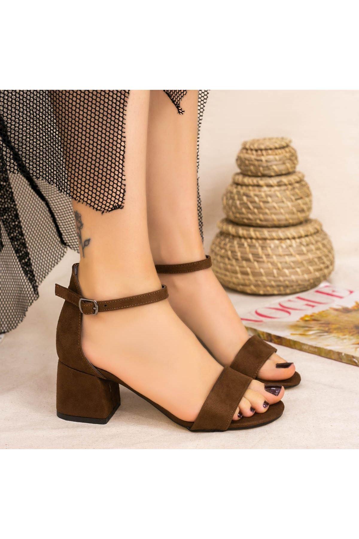 Epon Kahverengi Süet Tek Bant Topuklu Ayakkabı