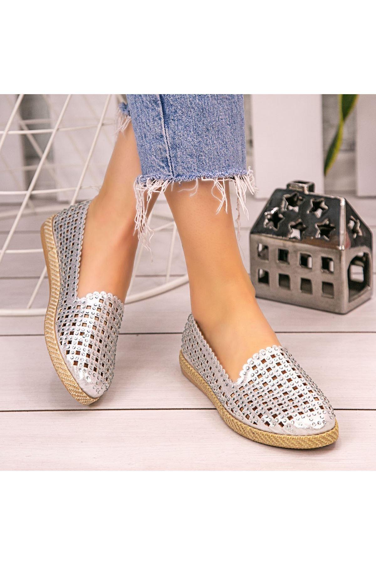 Crix Gümüş Cilt Boncuk İşlemeli Babet Ayakkabı