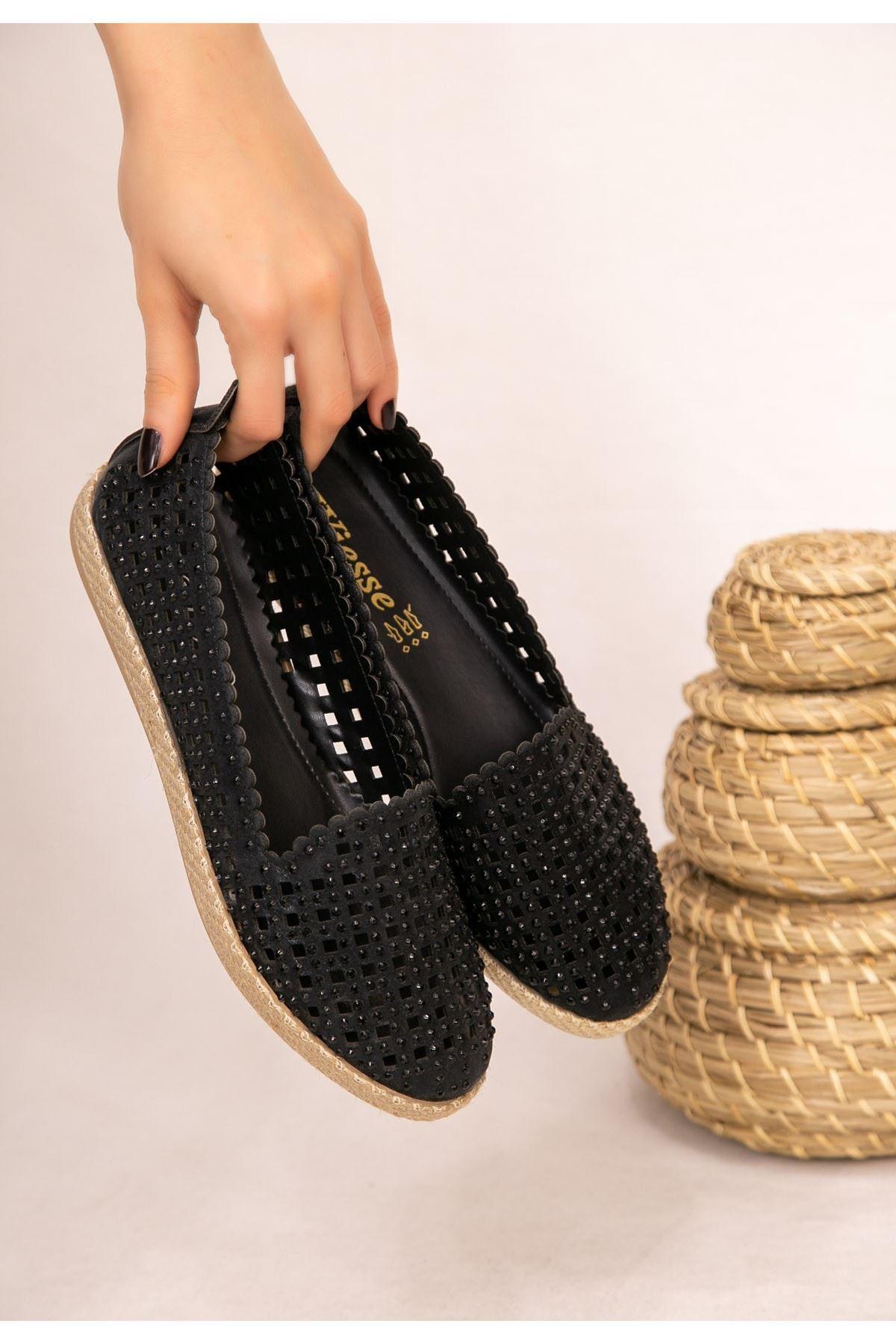 Crix Siyah Cilt Boncuk İşlemeli Babet Ayakkabı