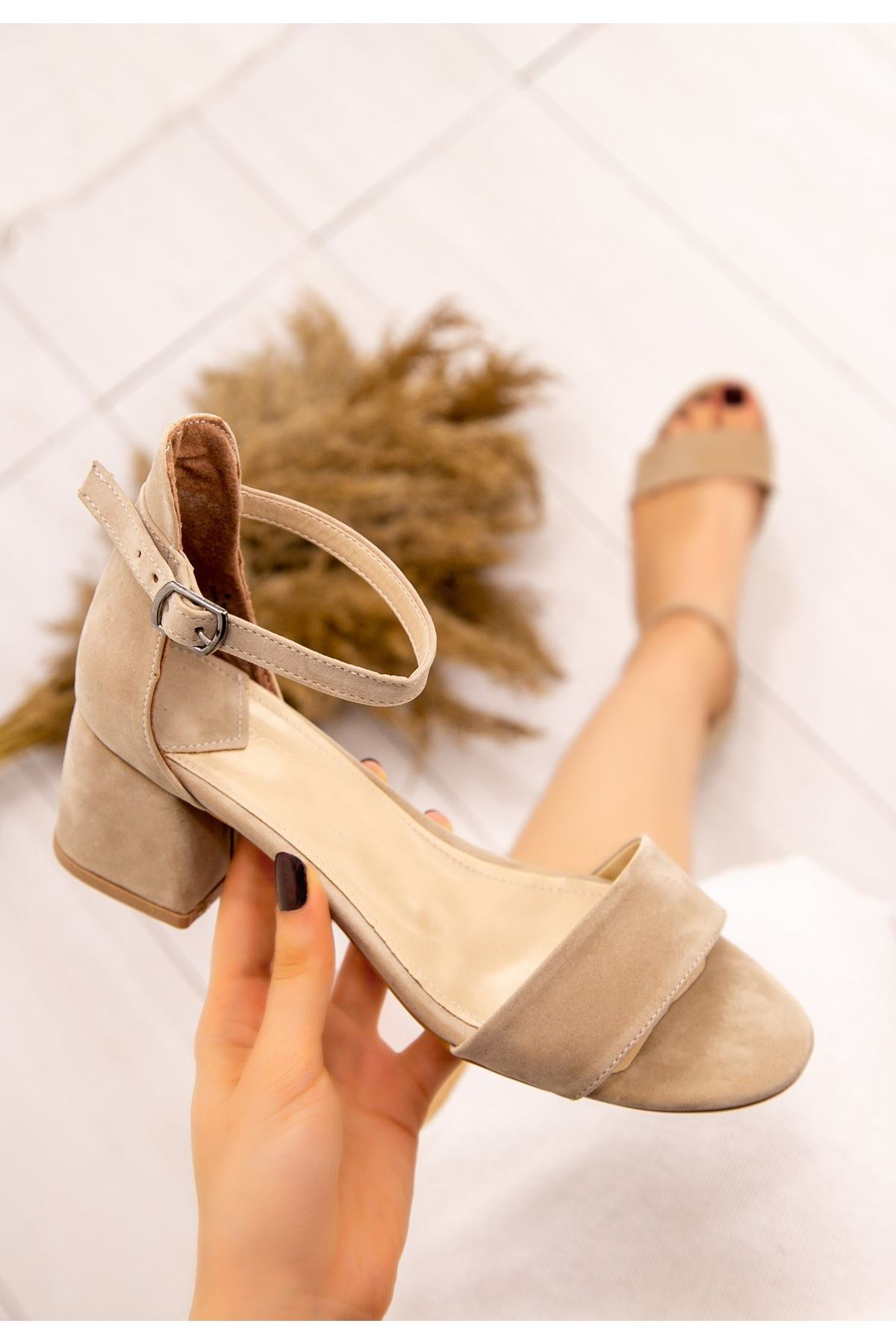 Epon Vizon Süet Tek Bant Topuklu Ayakkabı