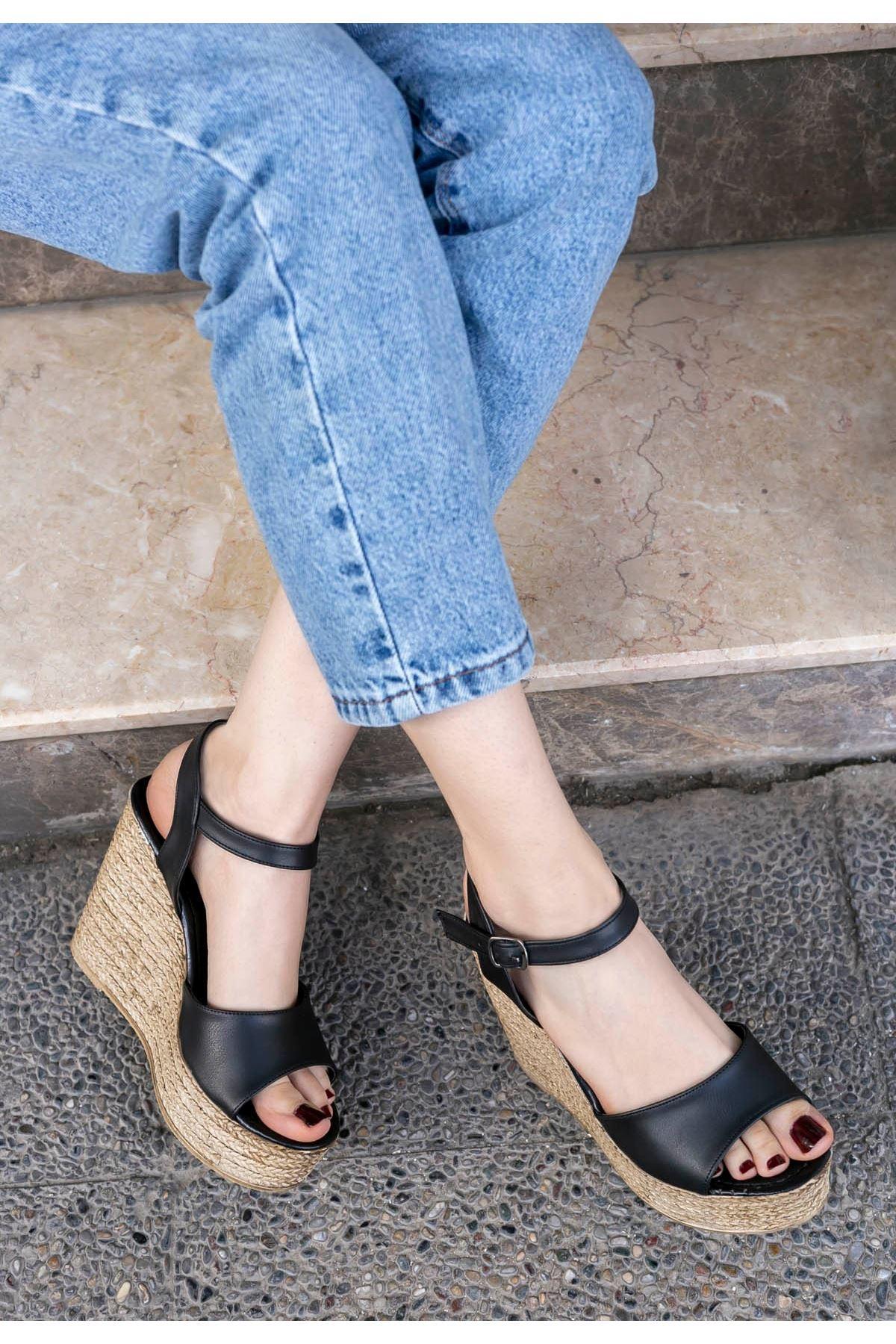 Loya Siyah Cilt Dolgu Topuk Sandalet