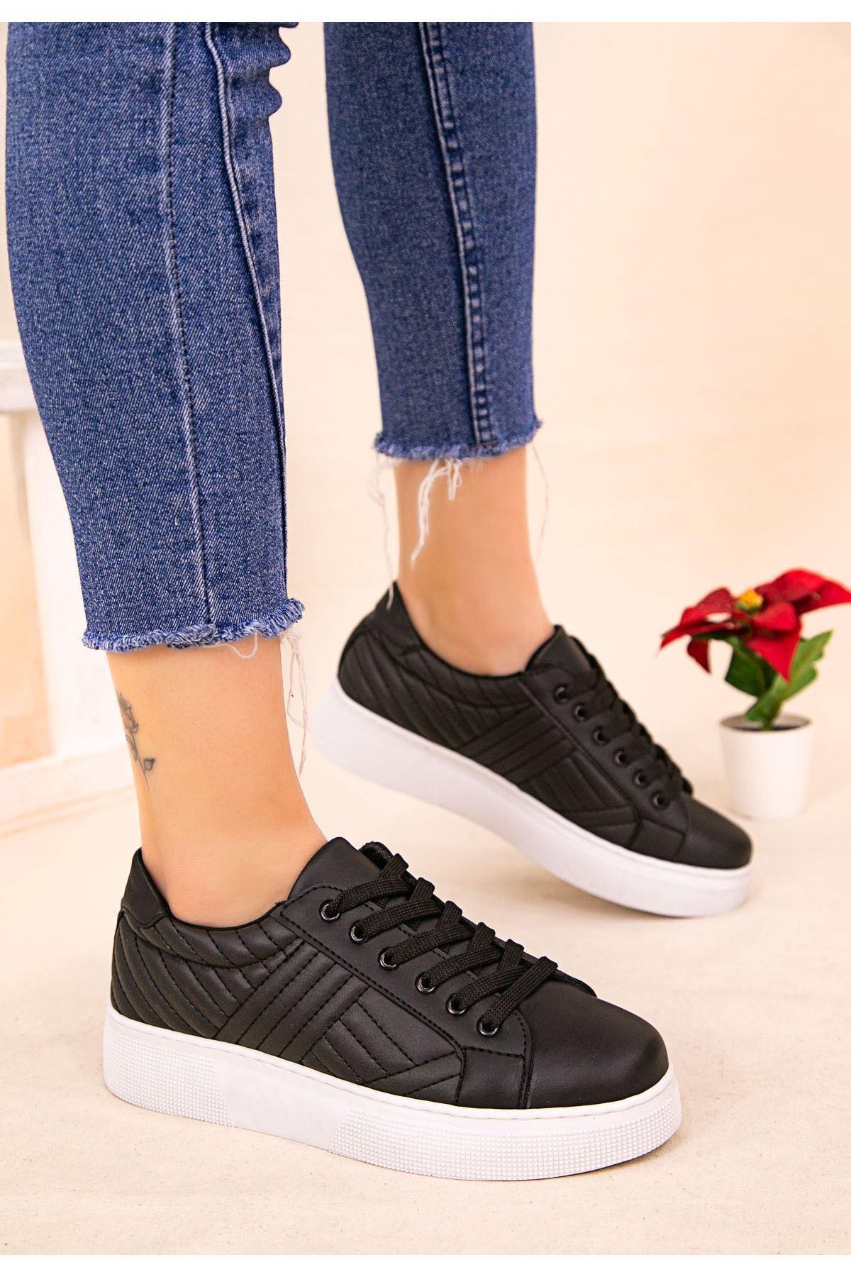 Vika Siyah Cilt Beyaz Tabanlı Bağcıklı Spor Ayakkabı