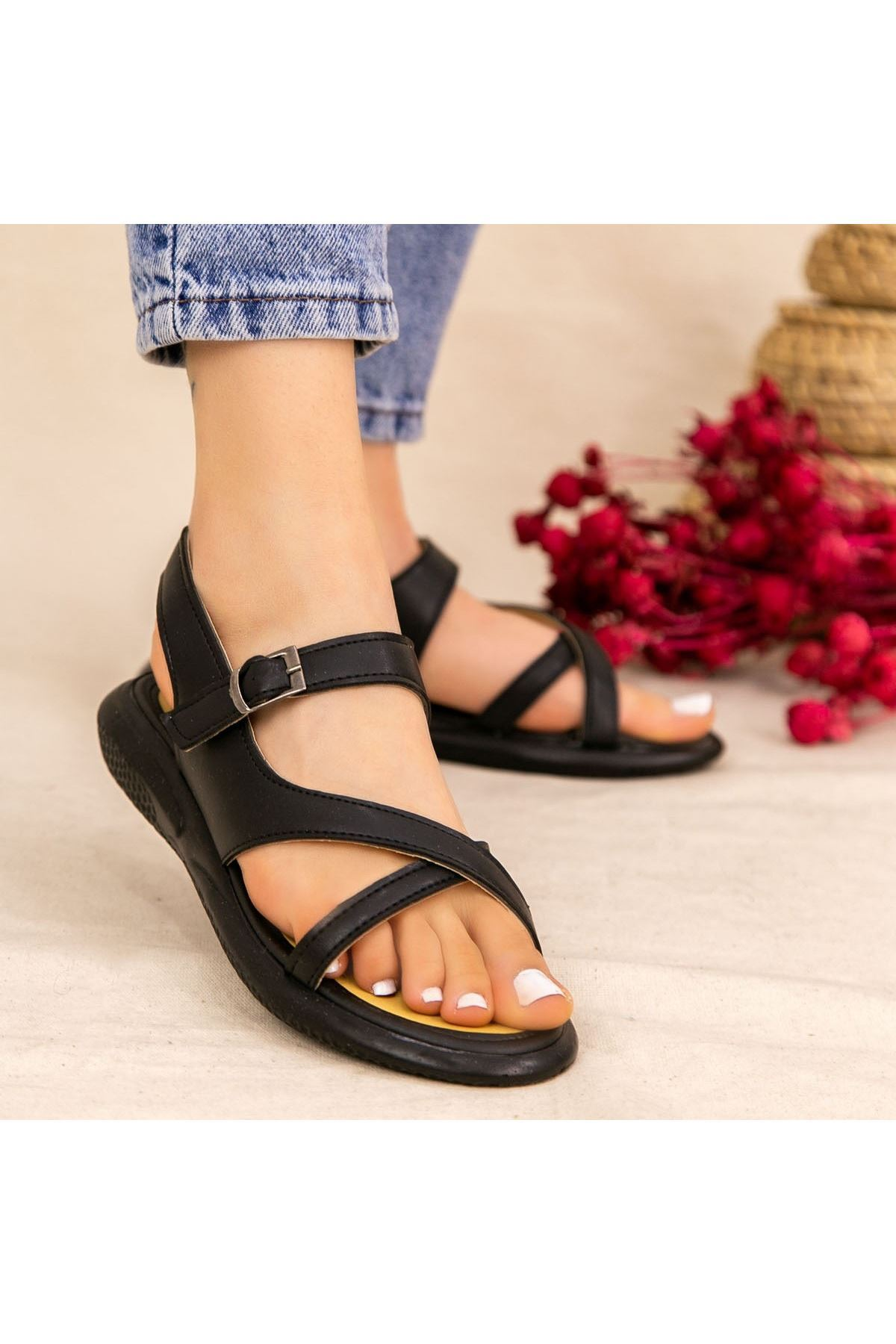 Erta Siyah Cilt Sandalet