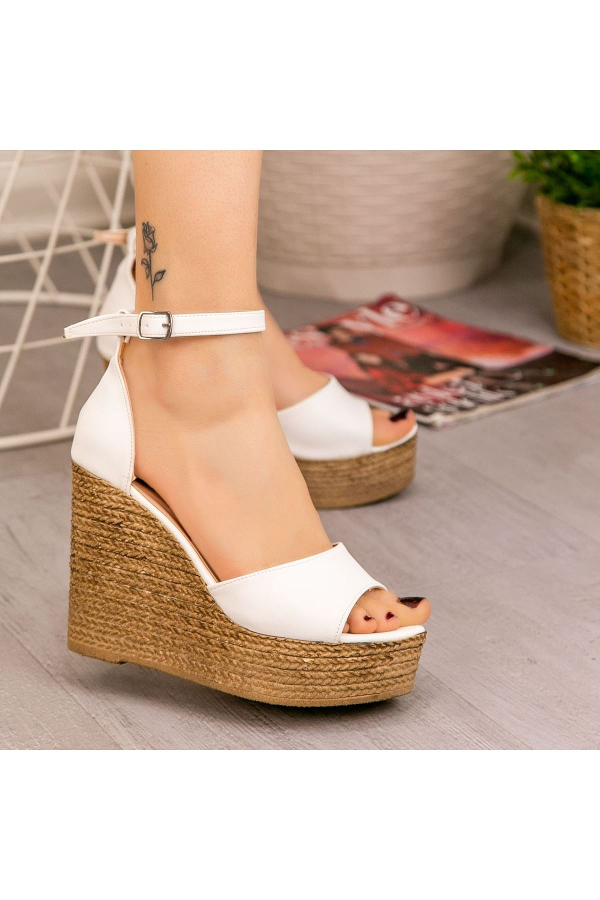 Karlia Beyaz Cilt Dolgu Topuk Sandalet