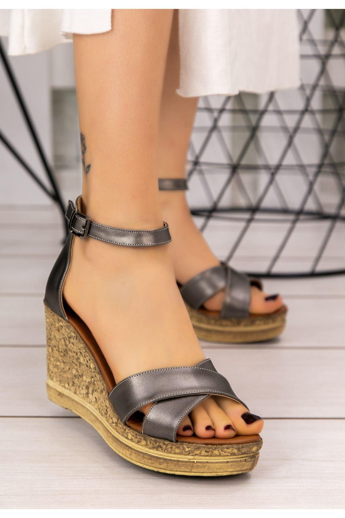 Petro Platin Cilt Dolgu Topuk Sandalet