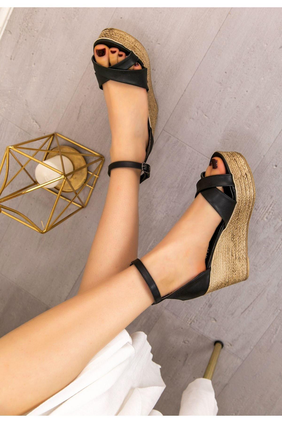 Kaly Siyah Cilt Dolgu Topuk Sandalet