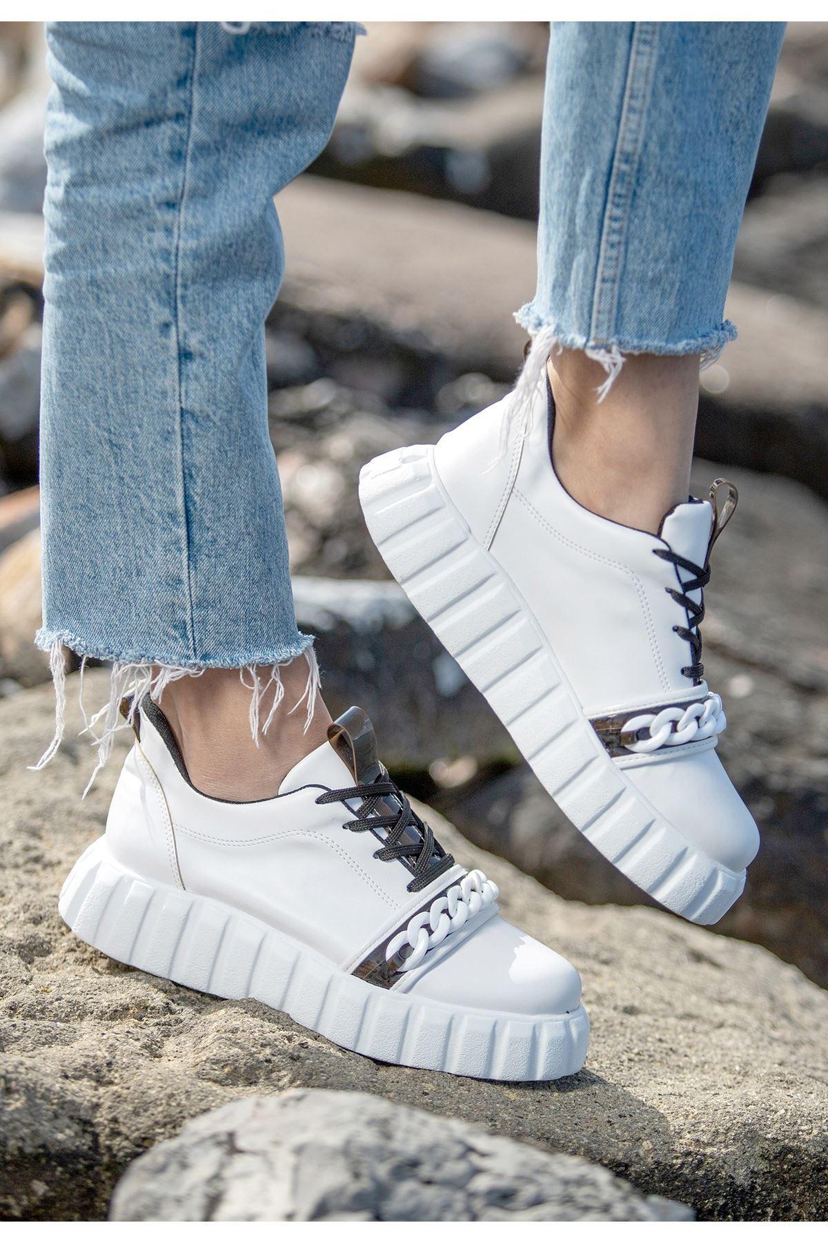 Mya Beyaz Cilt Siyah Detaylı Bağcıklı Spor Ayakkabı