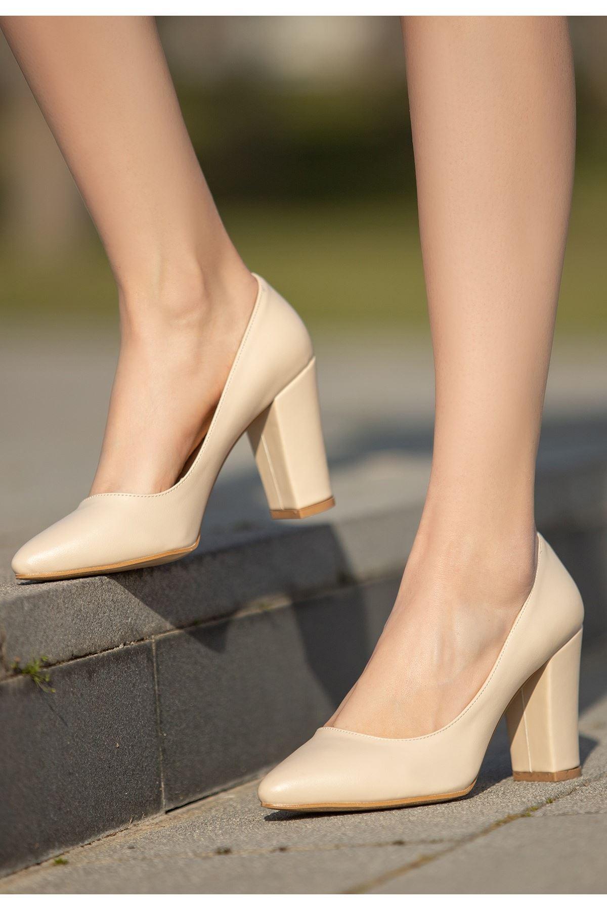 Edri Krem Cilt Topuklu Ayakkabı