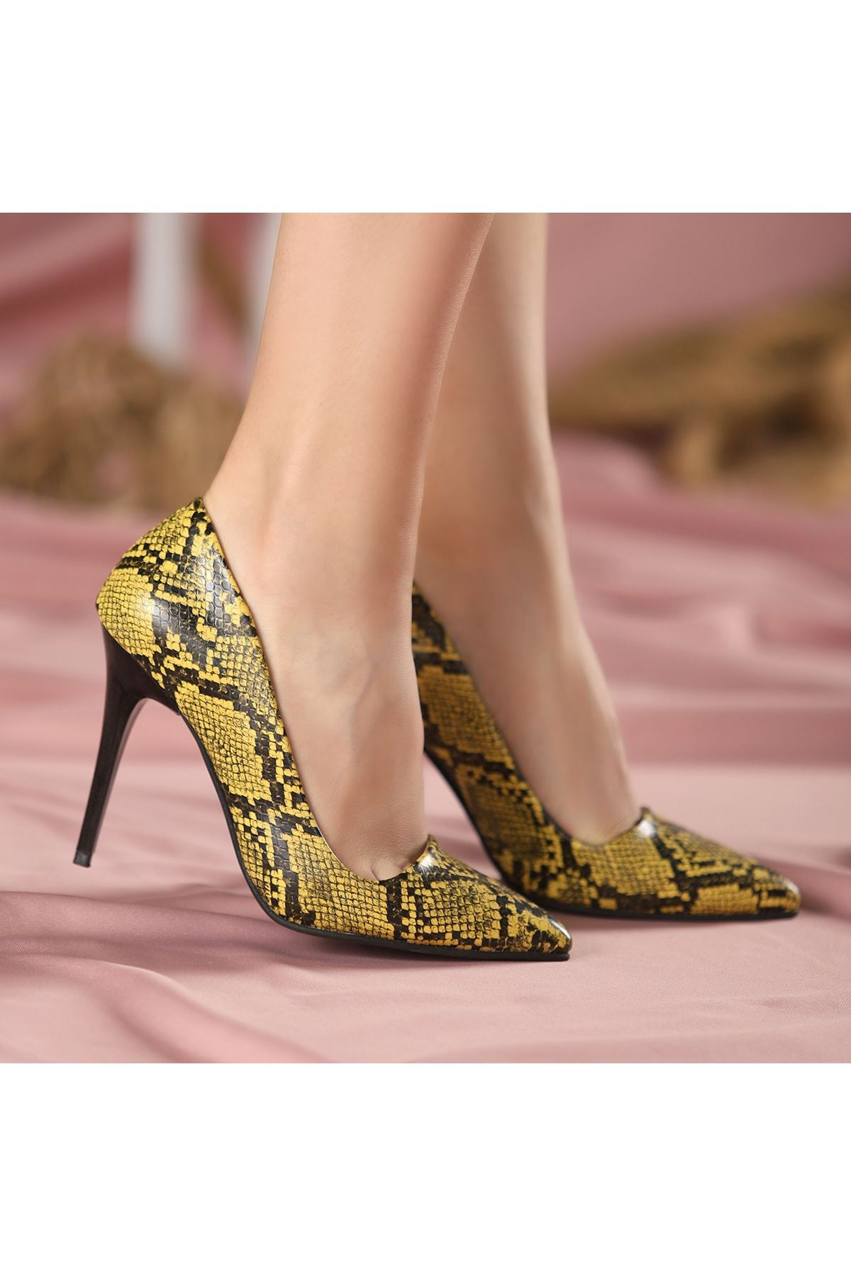 Reme Sarı Cilt Yılan Detaylı Stiletto Ayakkabı