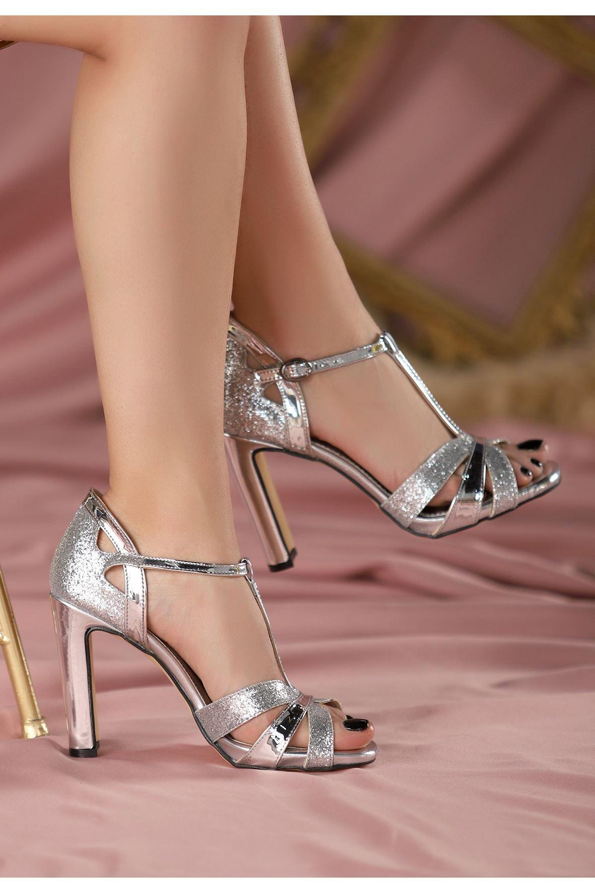Waxi Gümüş Rugan Topuklu Ayakkabı