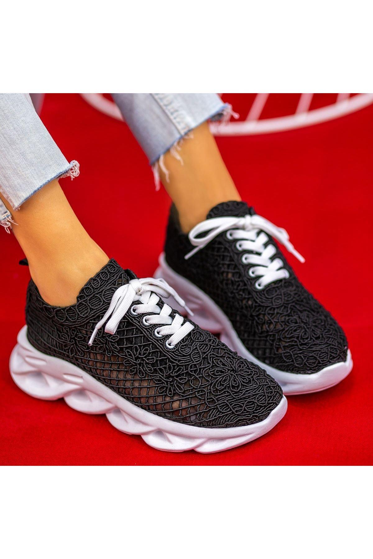 Elic Siyah Dantelli Bağcıklı Spor Ayakkabı