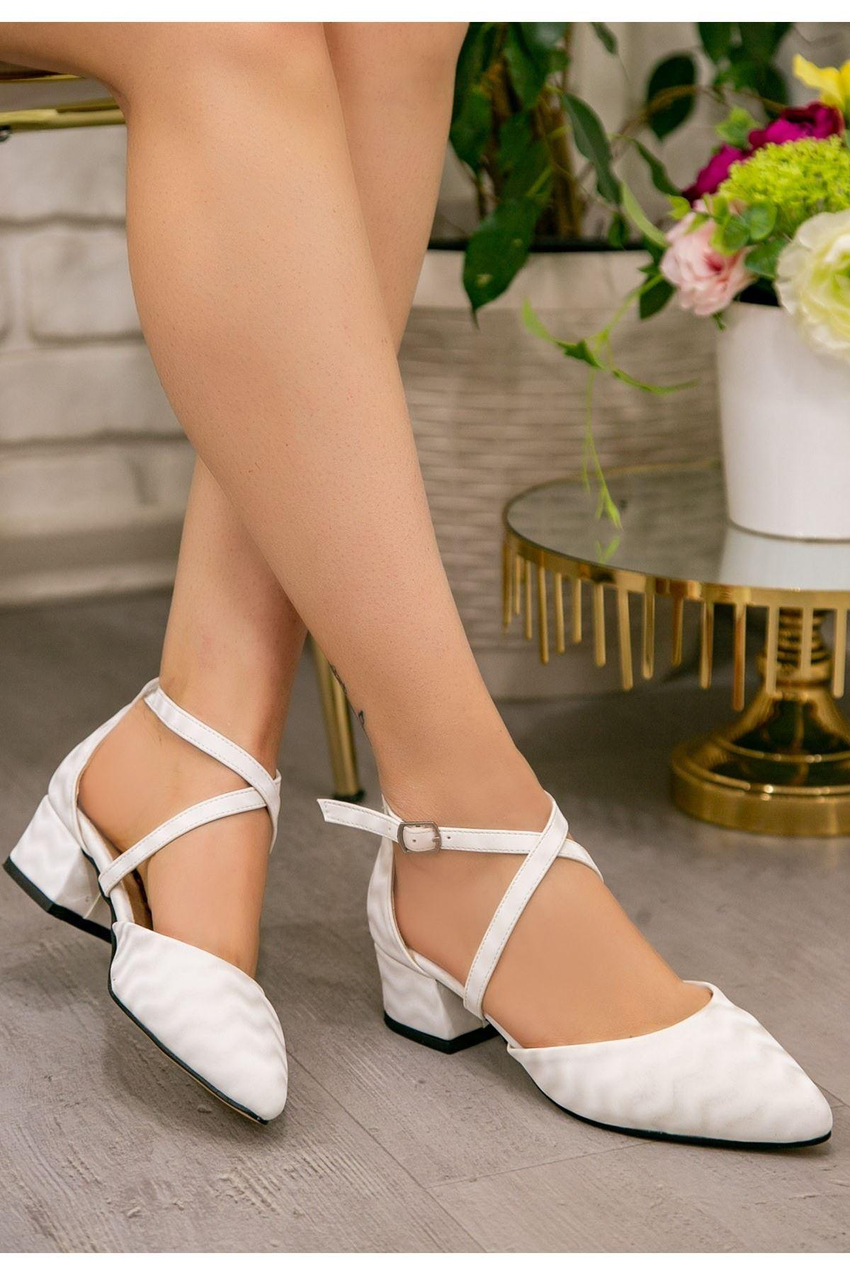 Toju Beyaz Süet Desenli Topuklu Ayakkabı