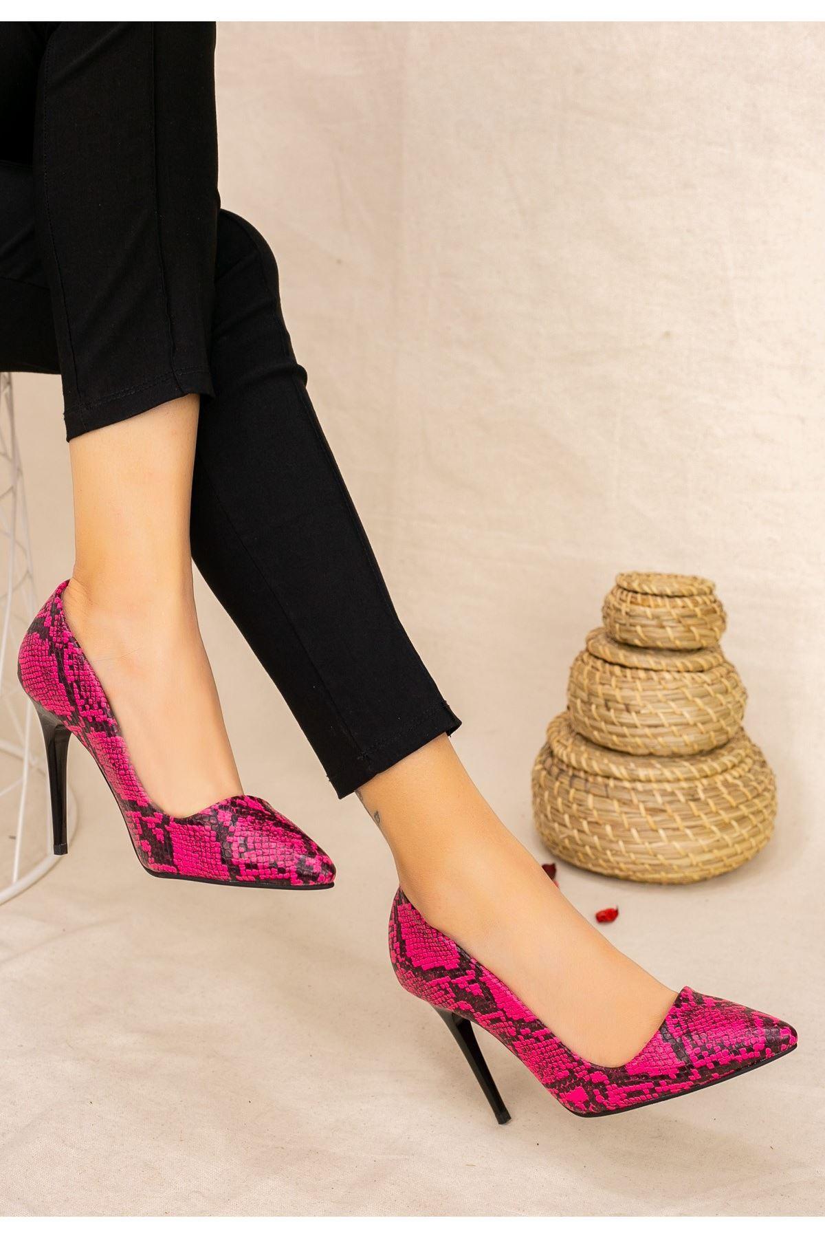 Reme Fuşya Cilt Yılan Detaylı Stiletto Ayakkabı