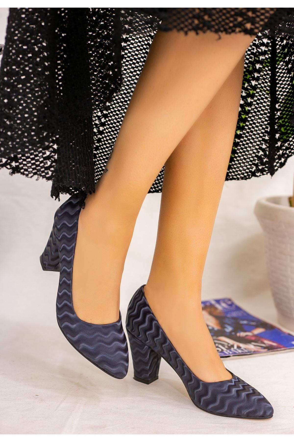 Mior Lacivert Süet Desenli Topuklu Ayakkabı