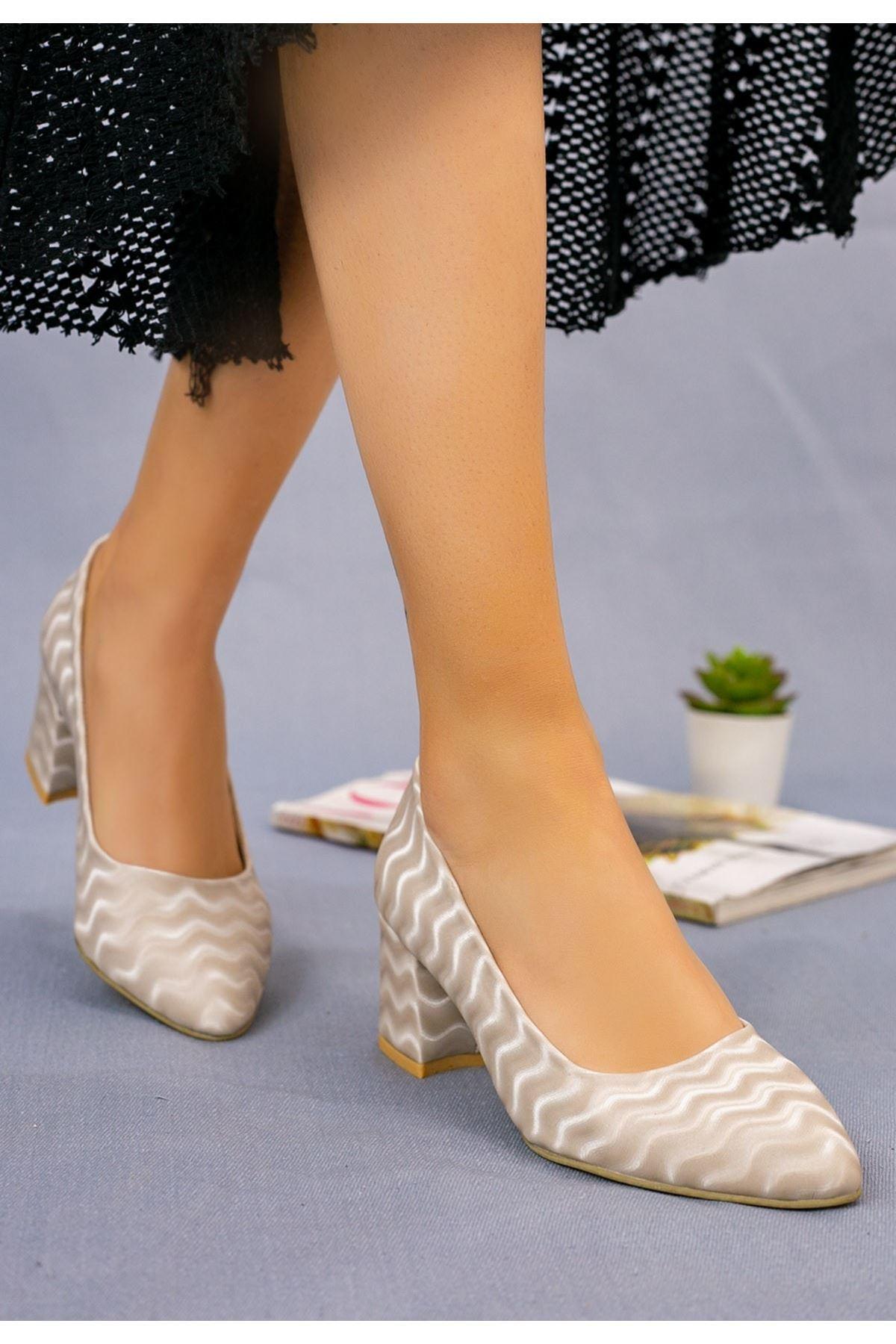 Ziori Krem Süet Desenli Topuklu Ayakkabı