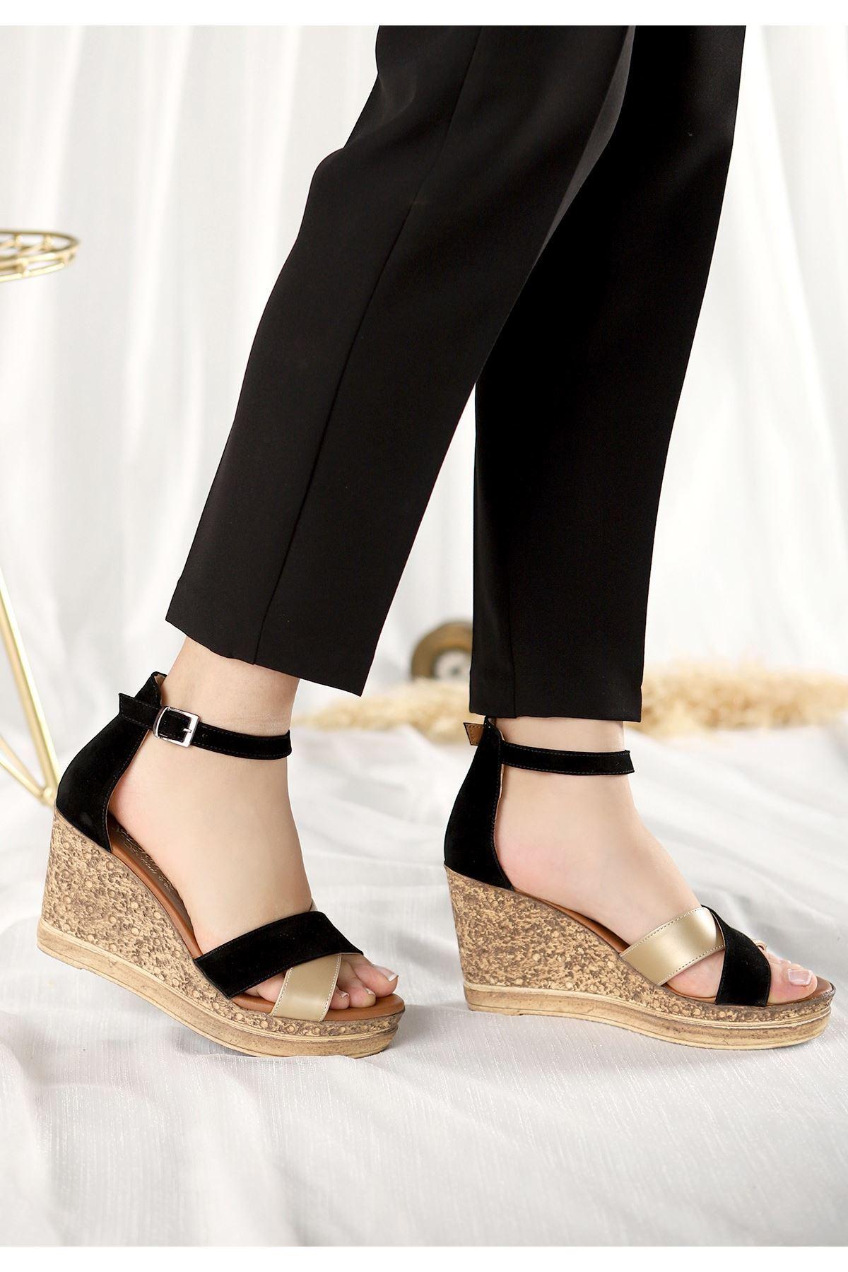 Petro Siyah Süet Gold Detaylı Dolgu Topuk Sandalet