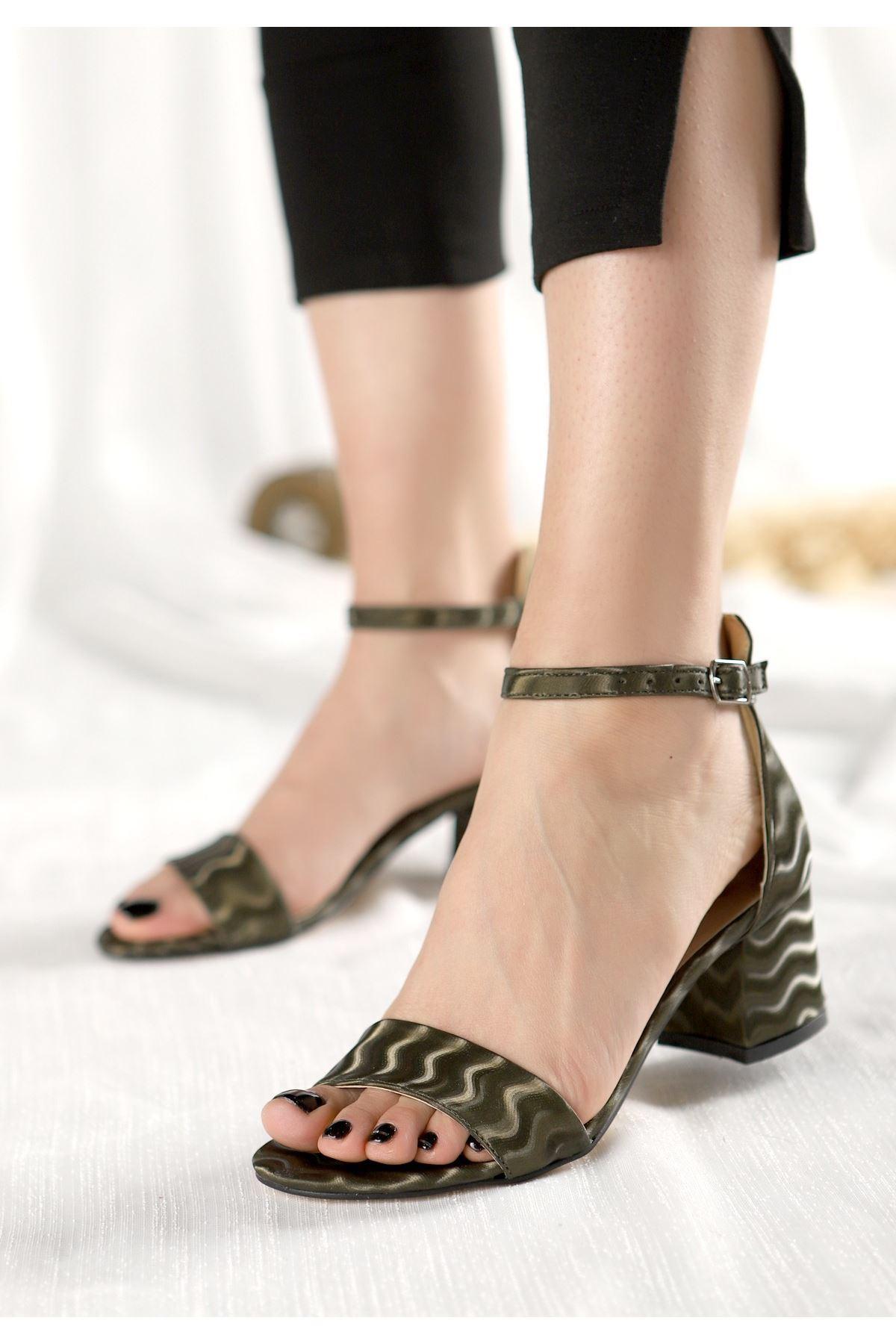 Epon Haki Yeşil Süet Desenli Tek Bant Topuklu Ayakkabı