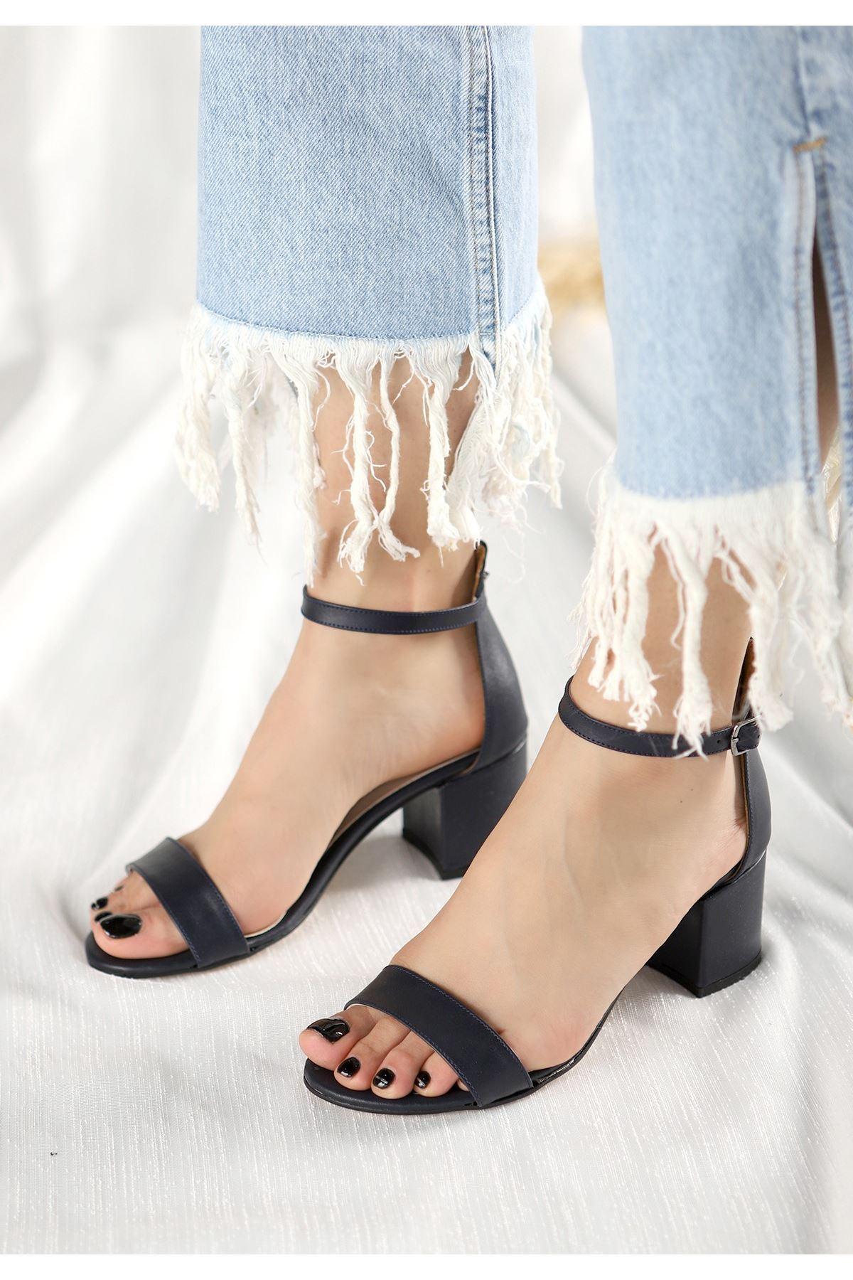 Epon Lacivert Cilt Tek Bant Topuklu Ayakkabı