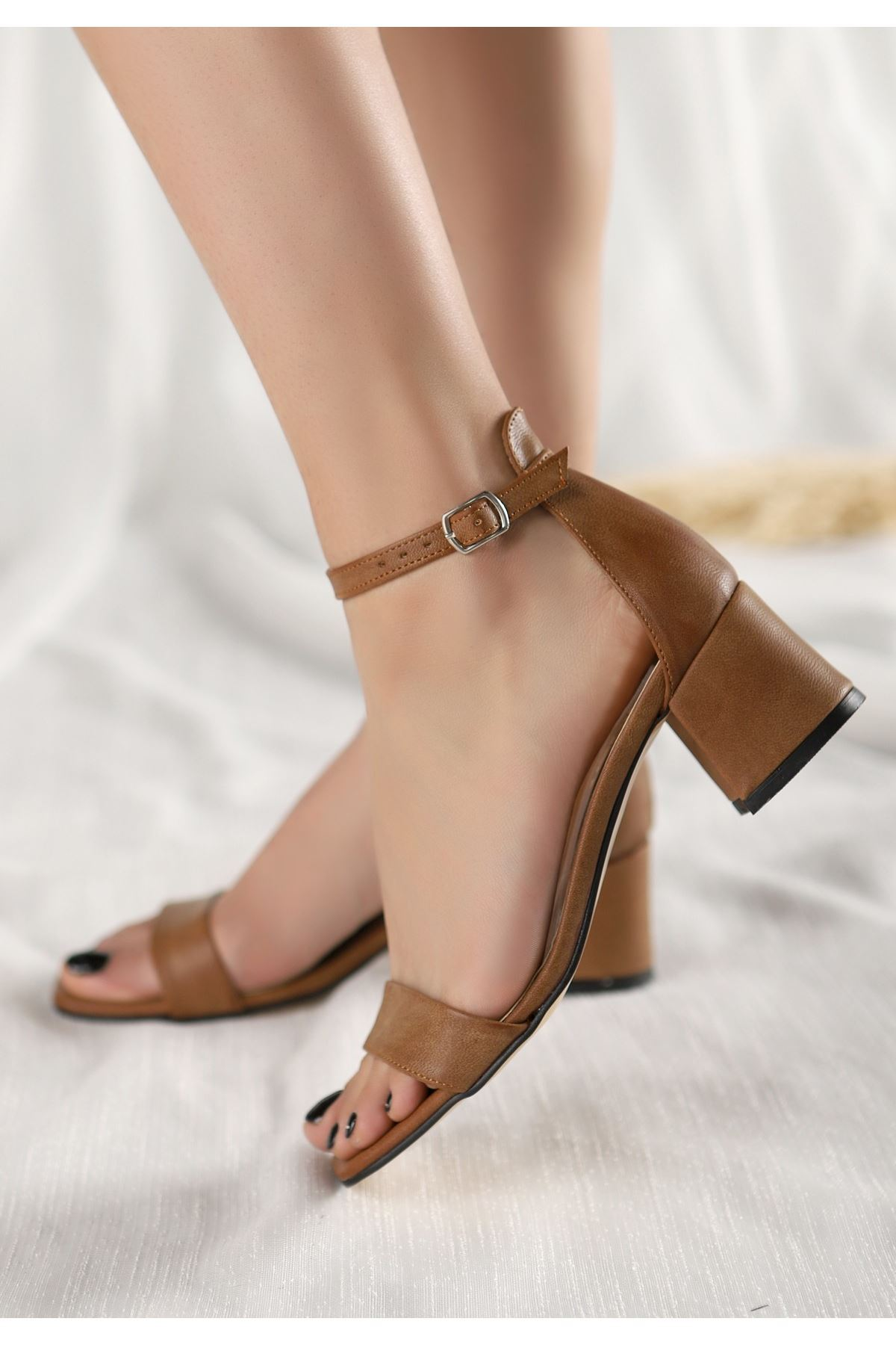 Epon Kahverengi Cilt Tek Bant Topuklu Ayakkabı