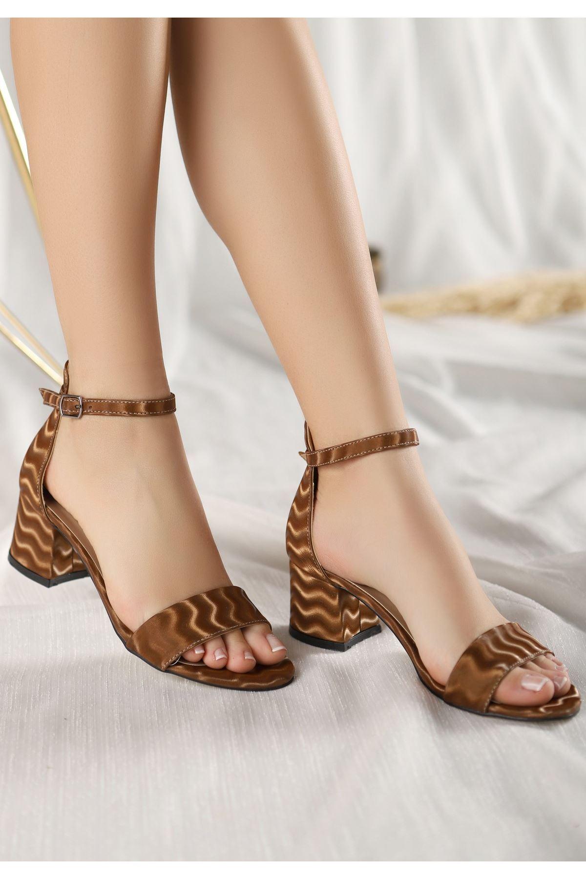 Epon Kahverengi Süet Desenli Tek Bant Topuklu Ayakkabı