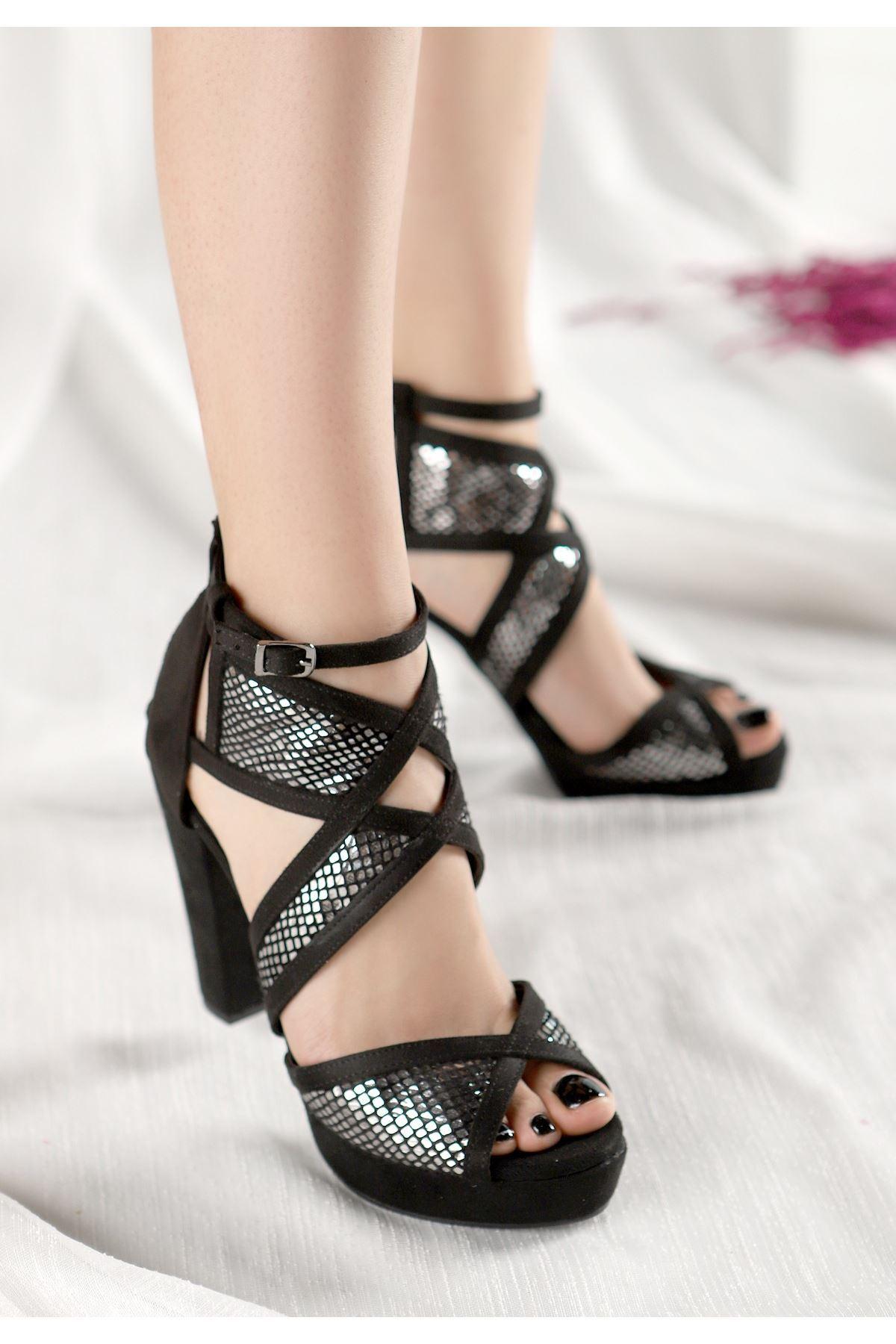 Neani Siyah Süet Gümüş Kare Detaylı Topuklu Ayakkabı