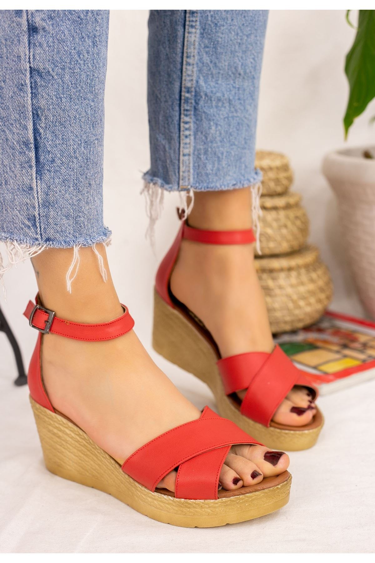 Ertu Nar Çiçeği Cilt Dolgu Topuk Sandalet