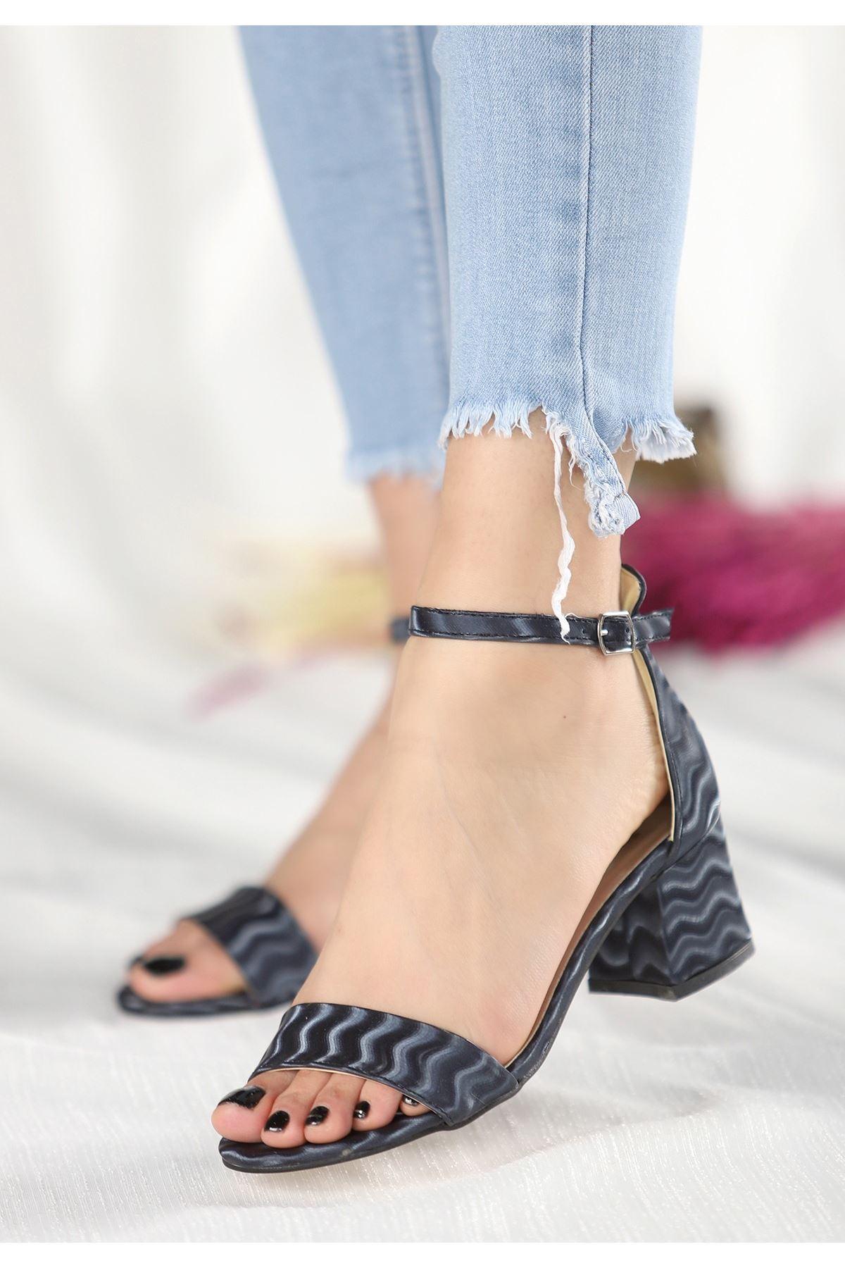 Epon Lacivert Süet Desenli Tek Bant Topuklu Ayakkabı