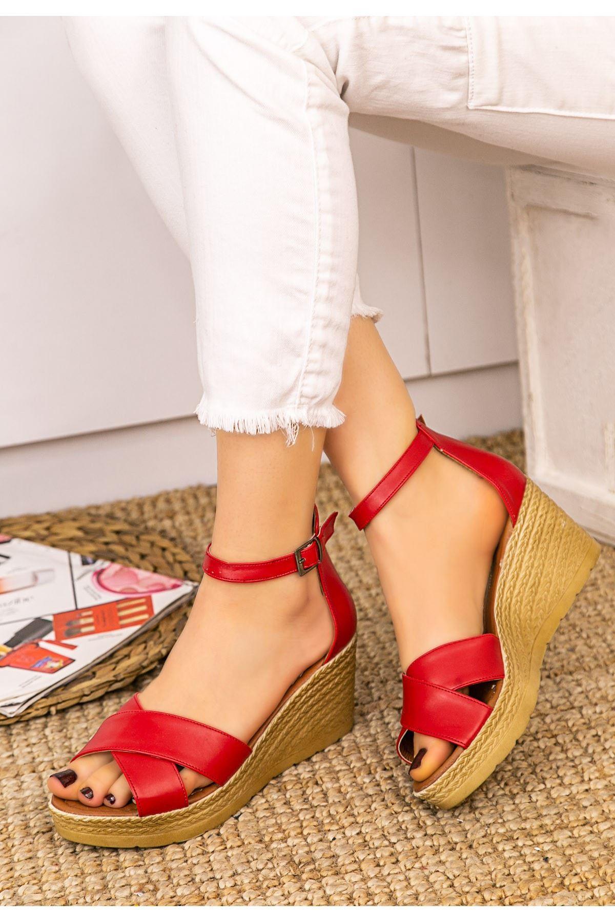 Ertu Kırmızı Cilt Dolgu Topuk Sandalet