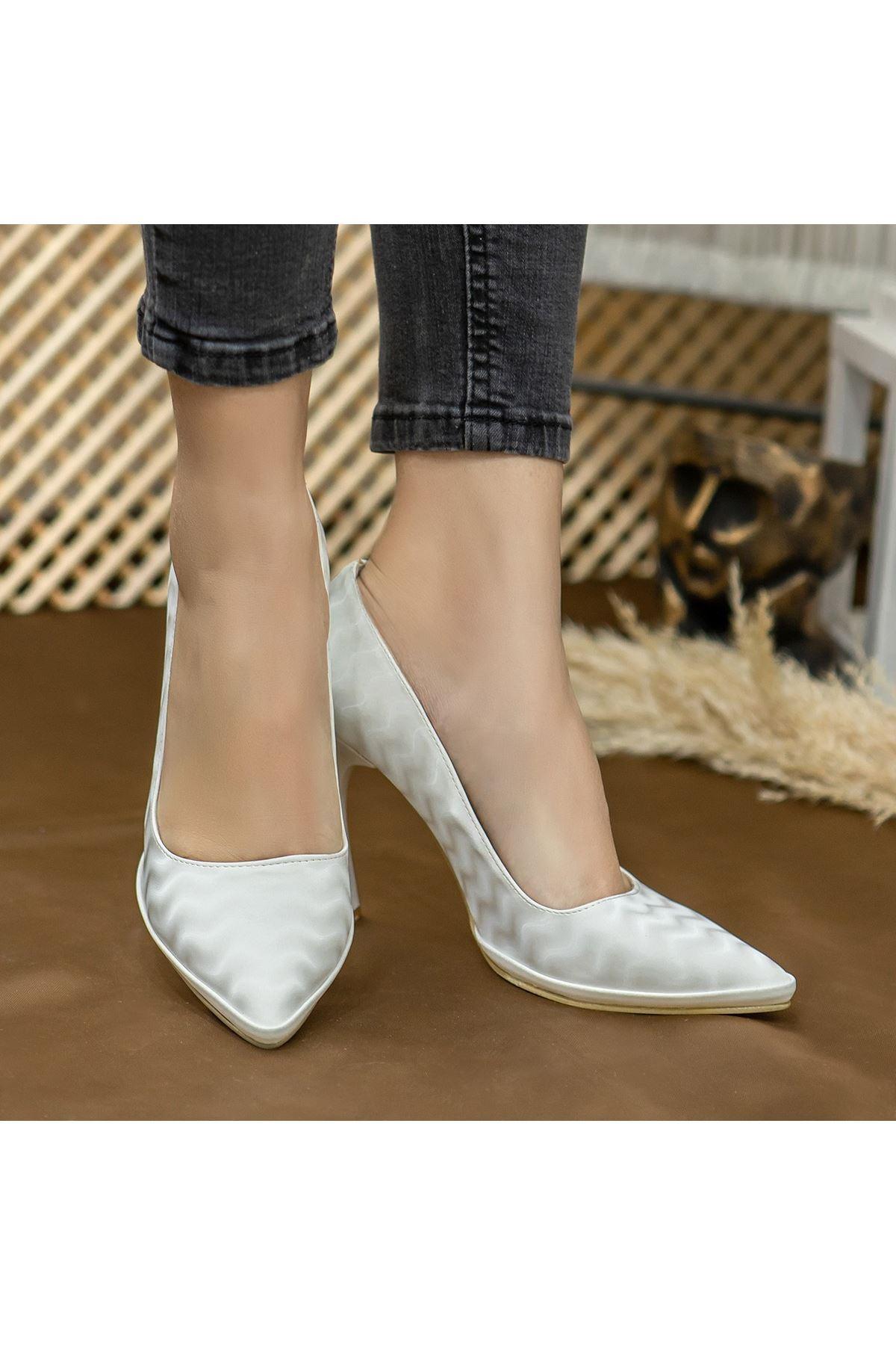 Lite Beyaz Süet Topuklu Ayakkabı