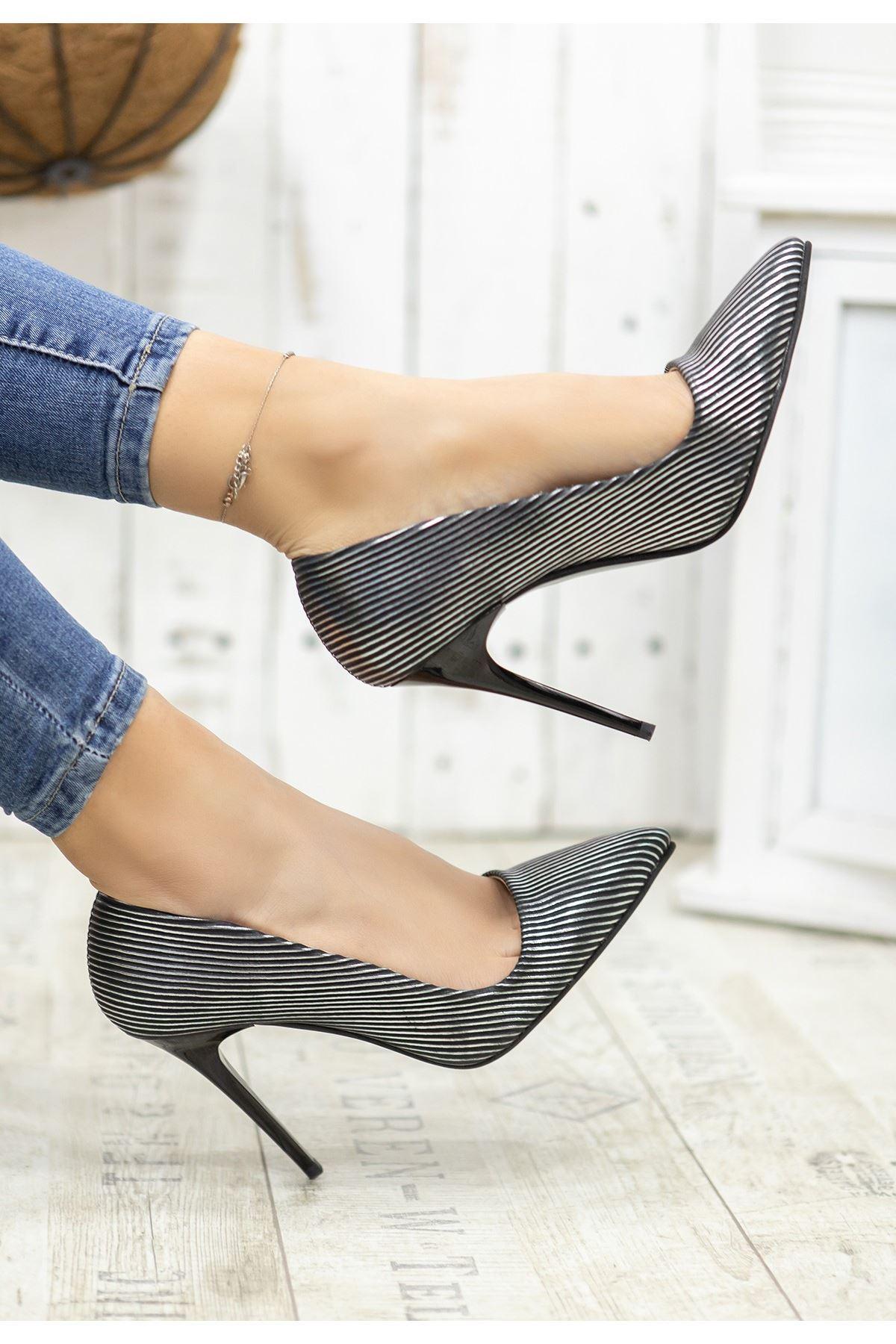 Reme Platin Cilt Çizgili Stiletto Ayakkabı