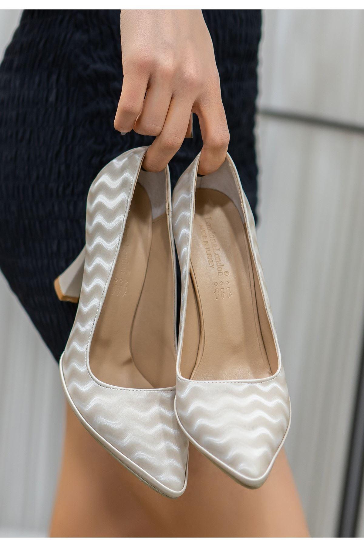 Lite Bej Süet Topuklu Ayakkabı