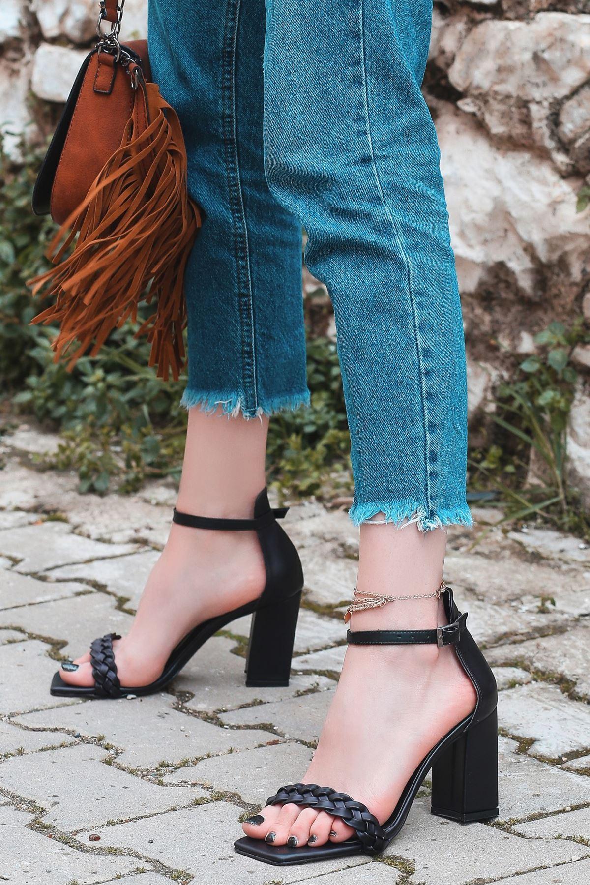 Niry Siyah Cilt Topuklu Ayakkabı