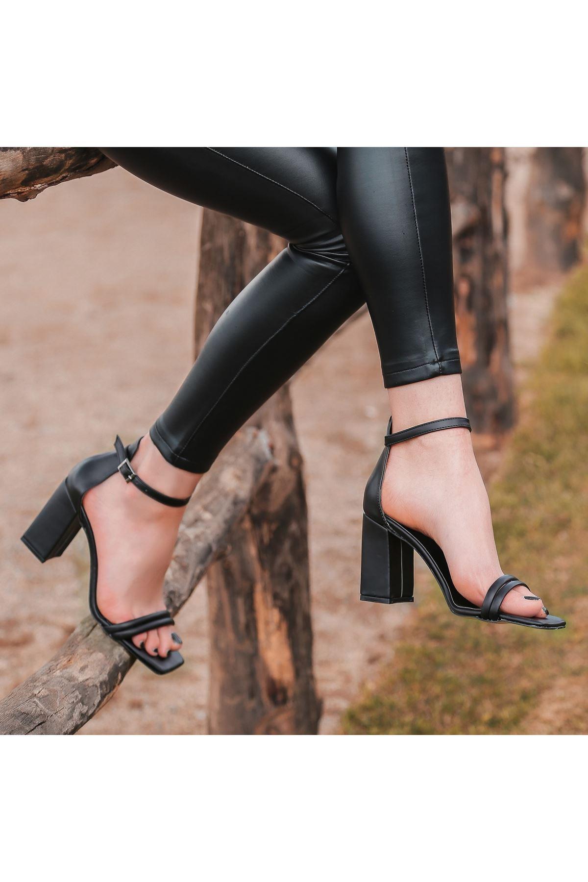 Esga Siyah Cilt Topuklu Ayakkabı