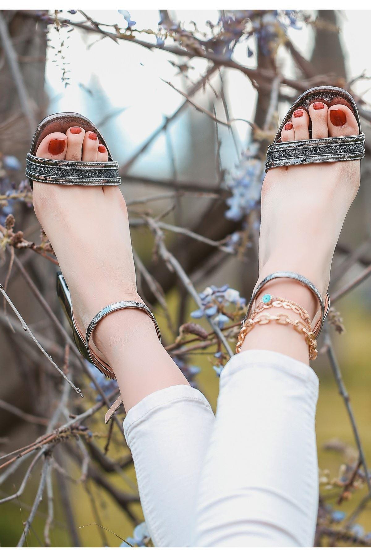 Perin Platin Rugan Topuklu Ayakkabı