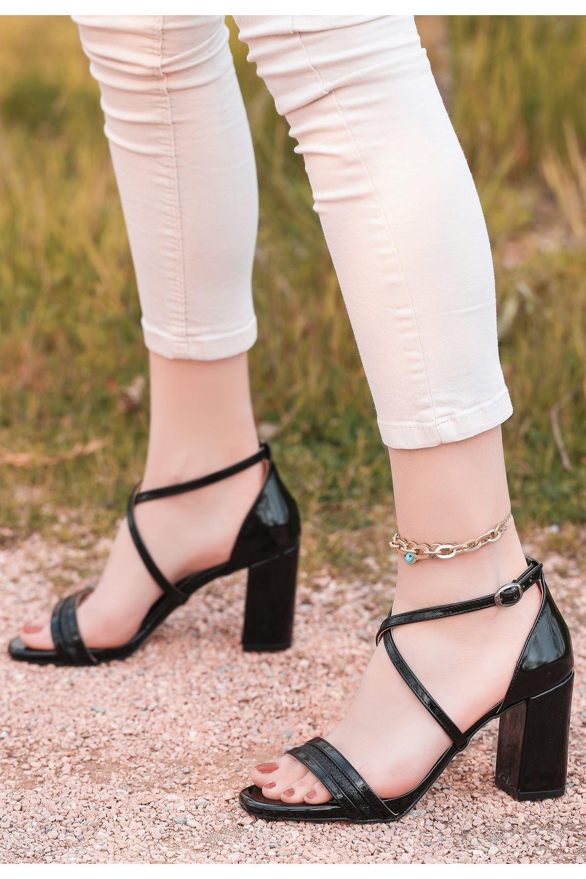 Tend Siyah Rugan Topuklu Ayakkabı