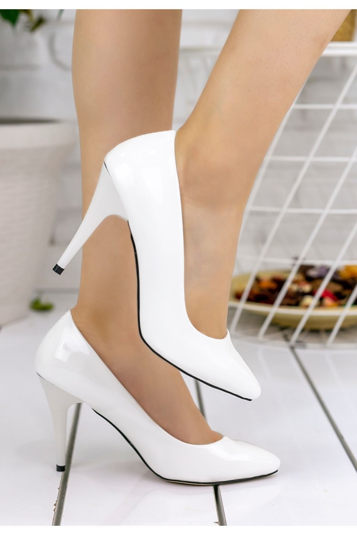 Reme Beyaz Rugan Stiletto Ayakkabı