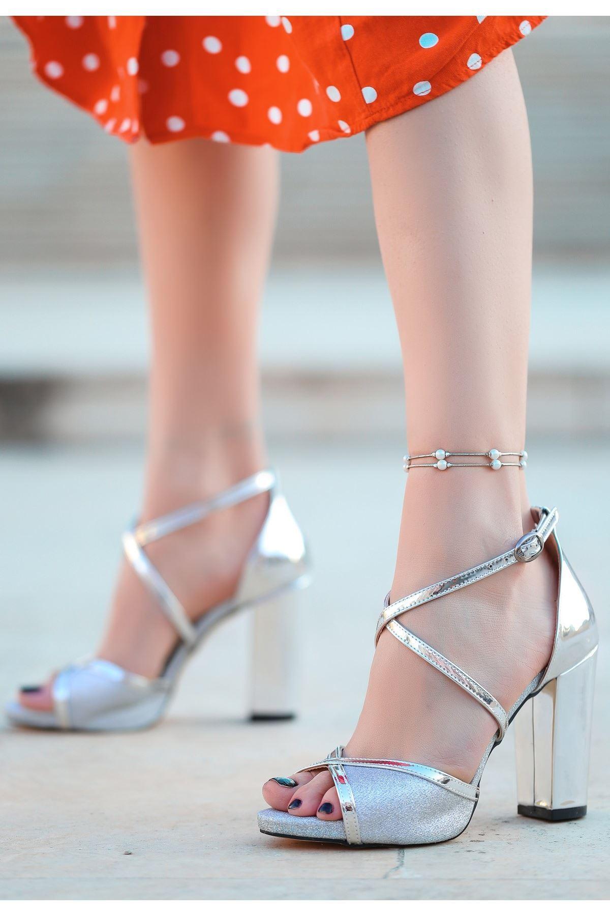 Gend Gümüş Rugan Simli Topuklu Ayakkabı