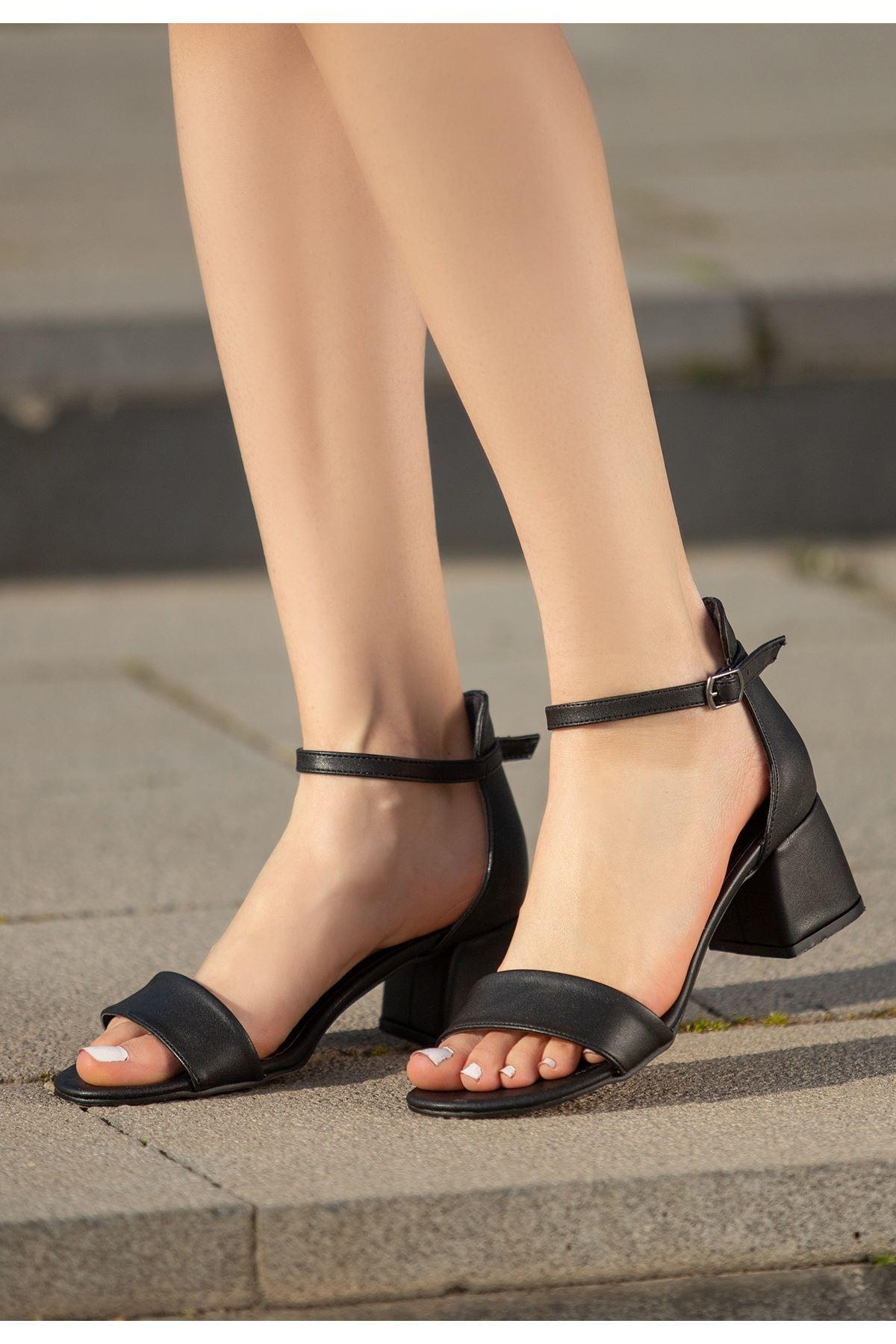 Epon Siyah Cilt Tek Bant Topuklu Ayakkabı