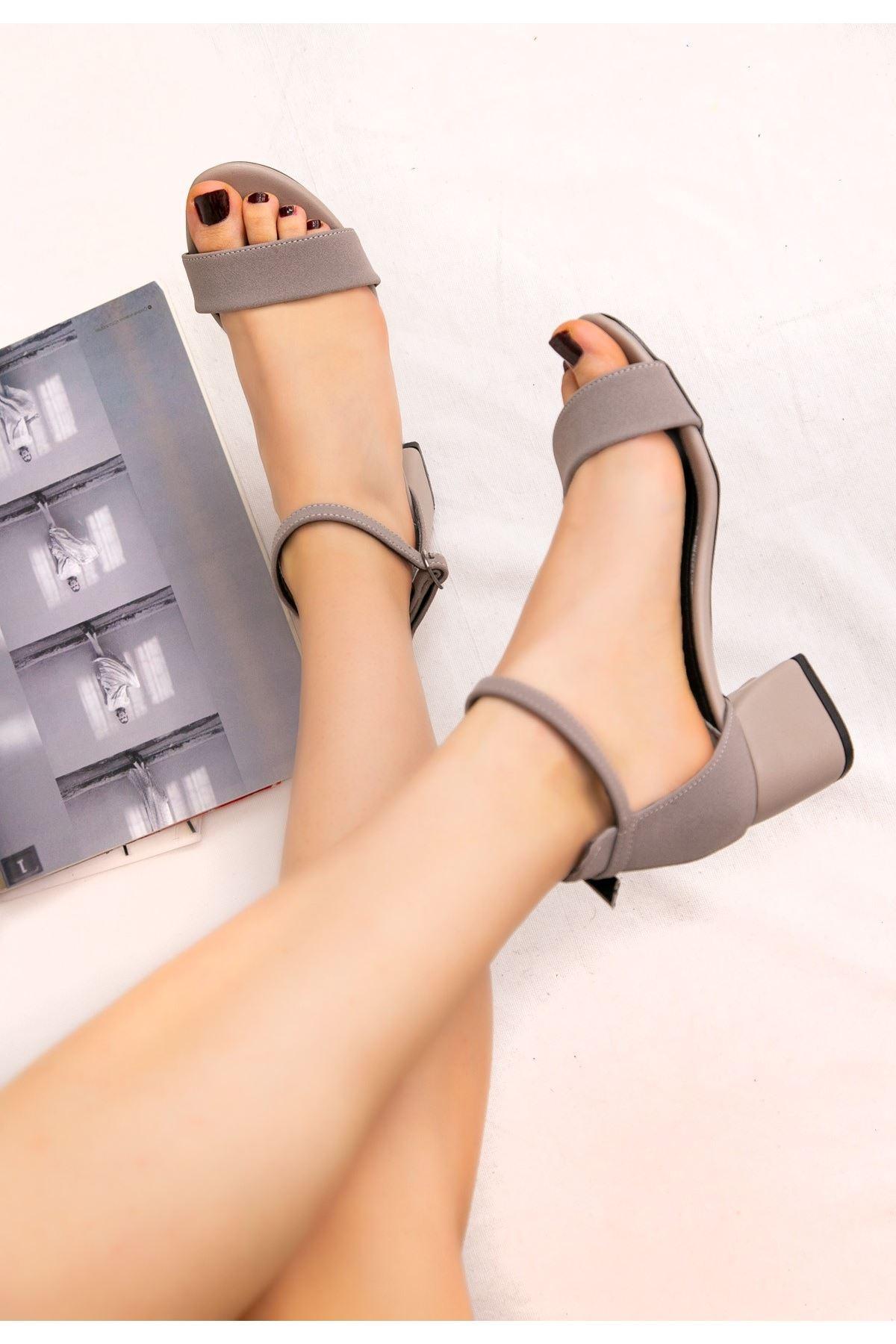 Epon Gri Nubuk Tek Bant Topuklu Ayakkabı
