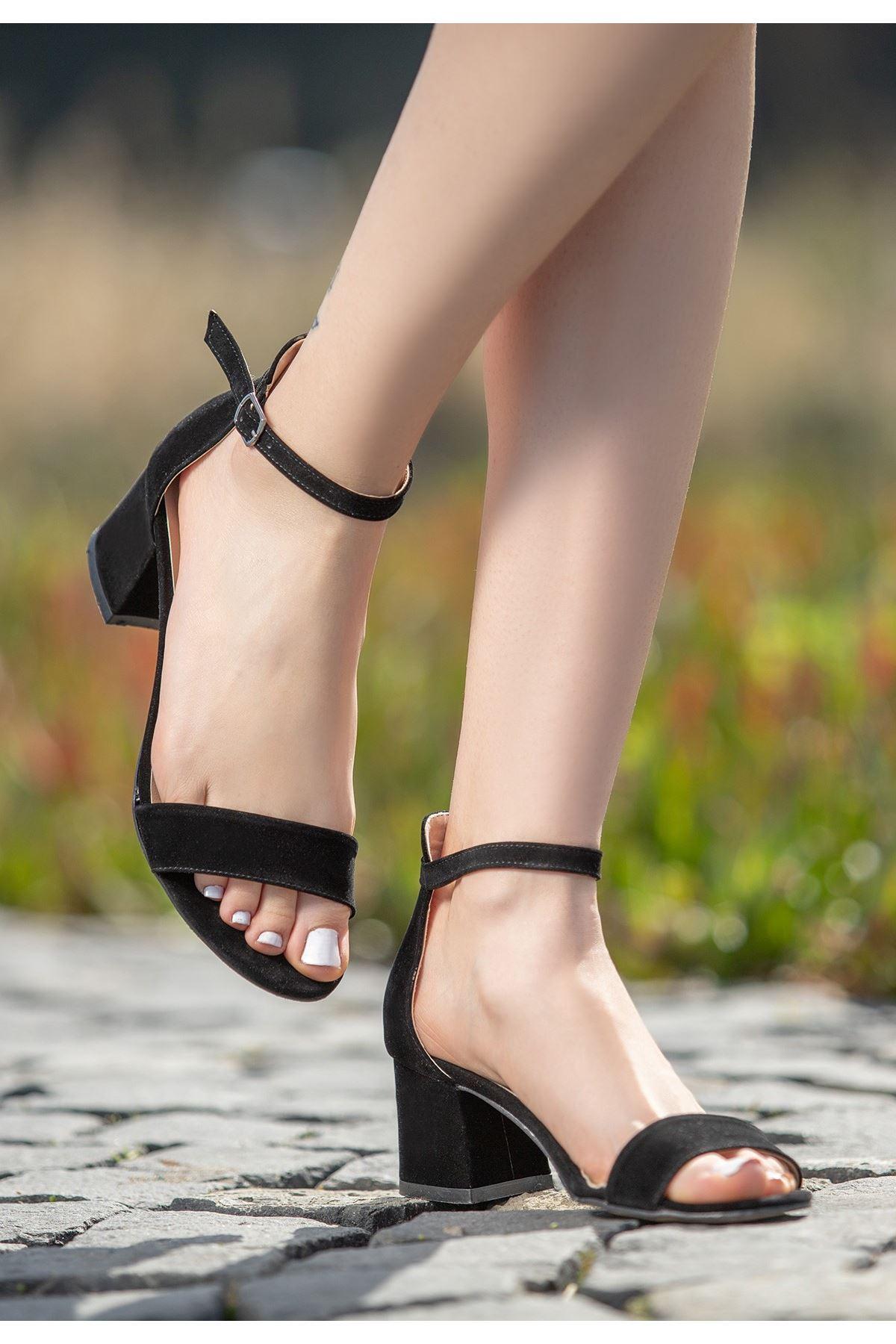 Epon Siyah Süet Tek Bant Topuklu Ayakkabı